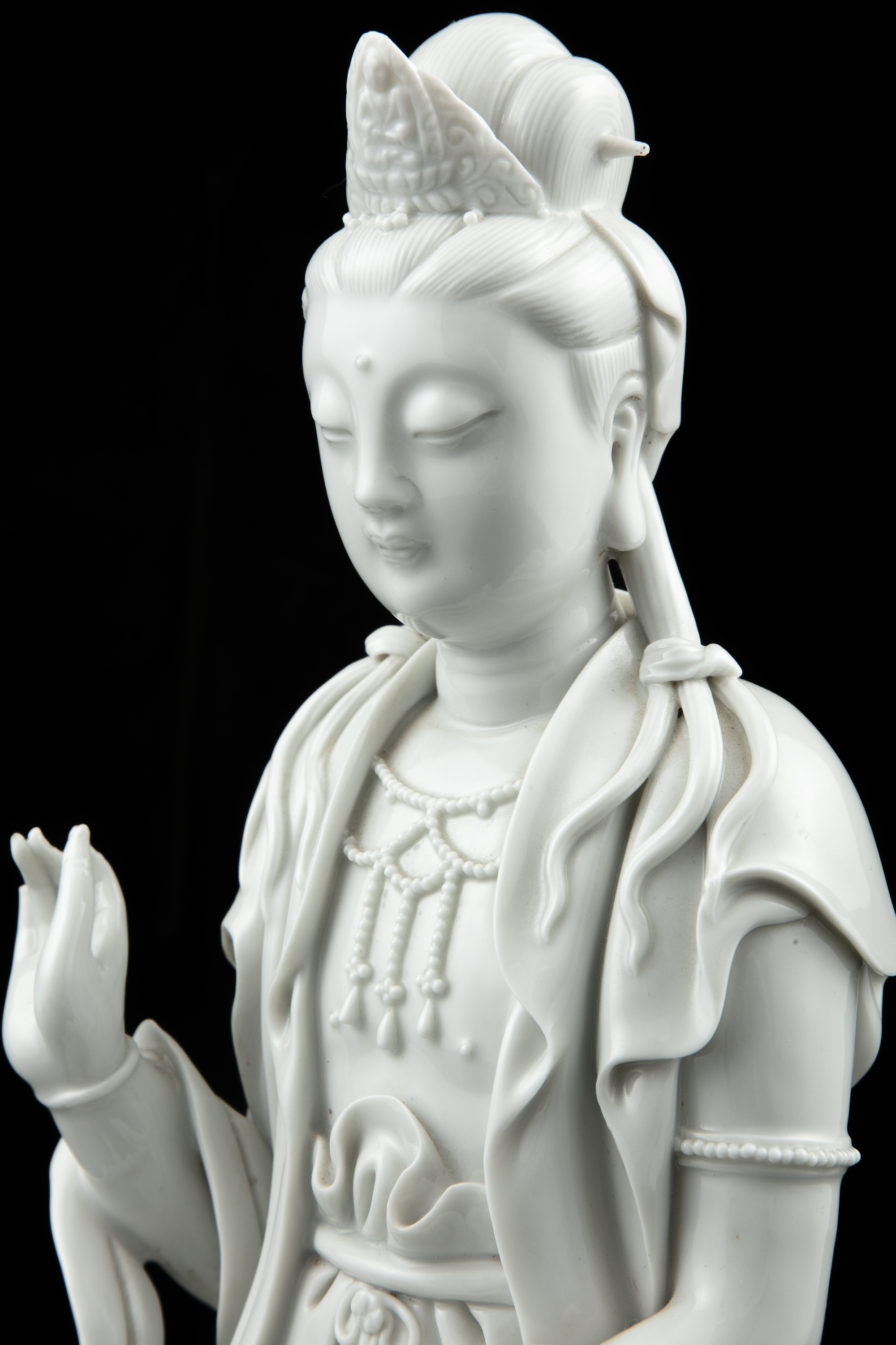 A LARGE DEHUA FIGURE OF A SEATED GUANYIN China, 19th to 20th century The goddess of mercy is - Image 4 of 18