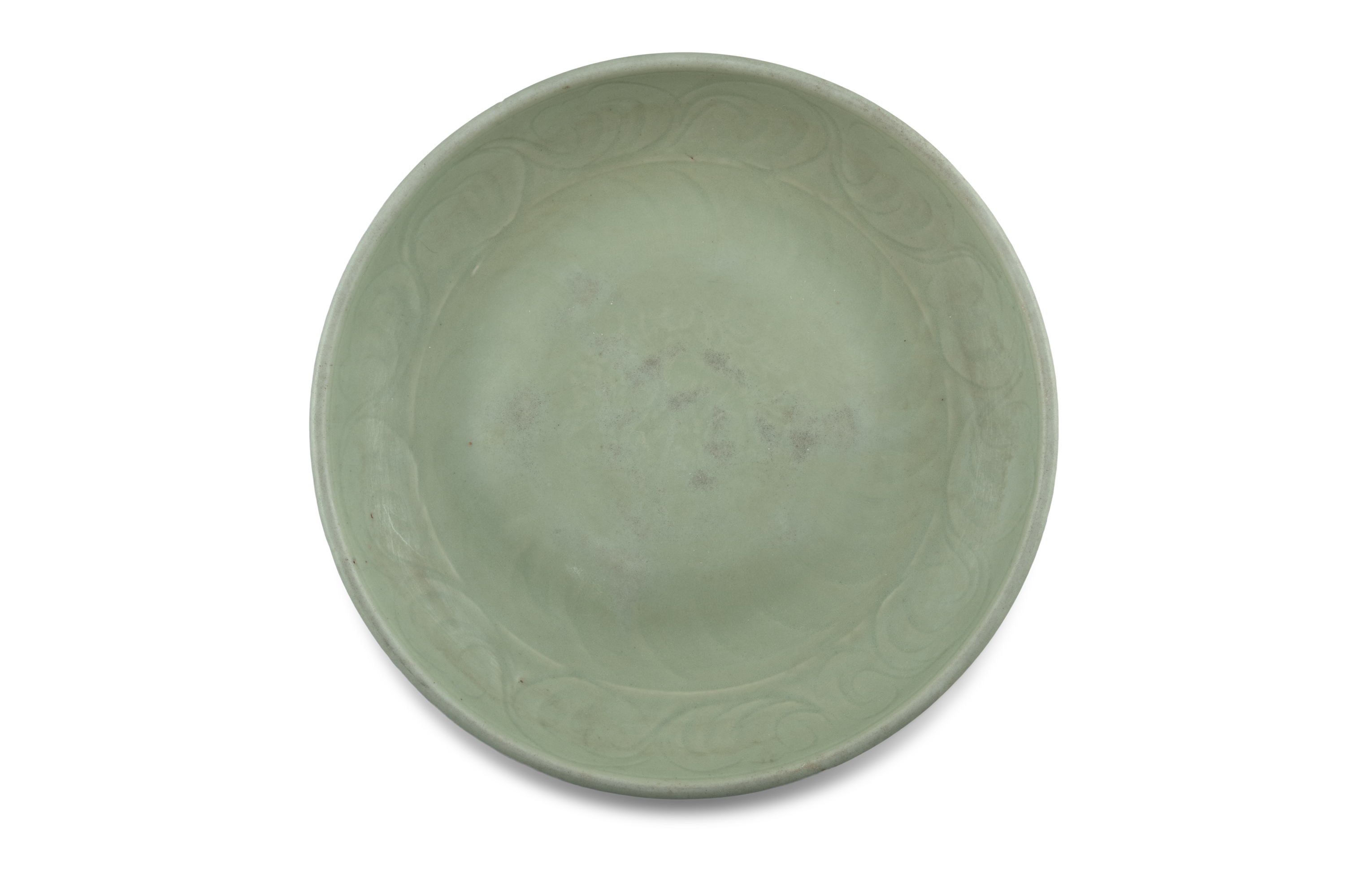 A LONGQUAN CELADON 'FLORAL SPRAY' FLAT DISH With a both engraved and molded design, the center