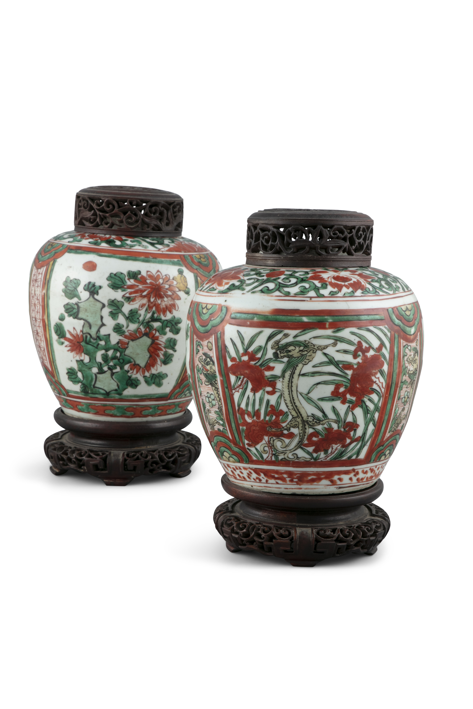 A NEAR PAIR OF WUCAI 'CHI DRAGONS' PORCELAIN GINGER JARS China, Transitional period, 17th century