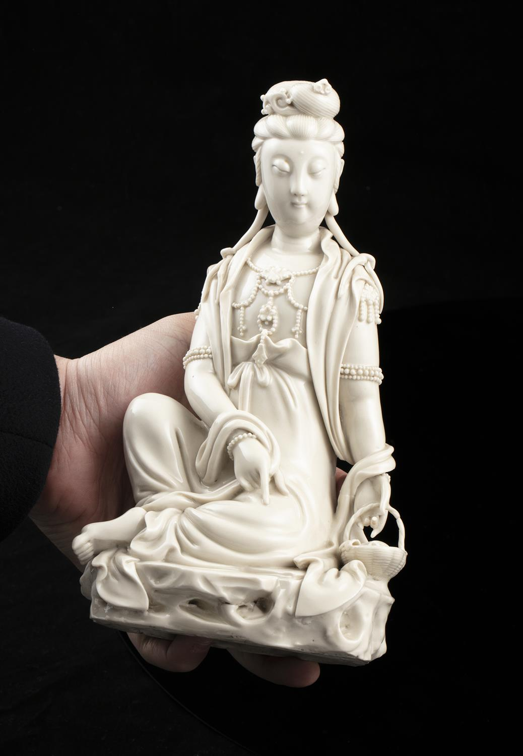 A LARGE DEHUA FIGURE OF A SEATED GUANYIN IMPRESSED WITH A HE CHAOZONG 何朝宗 CALABASH SHAPED SEAL - Image 45 of 48