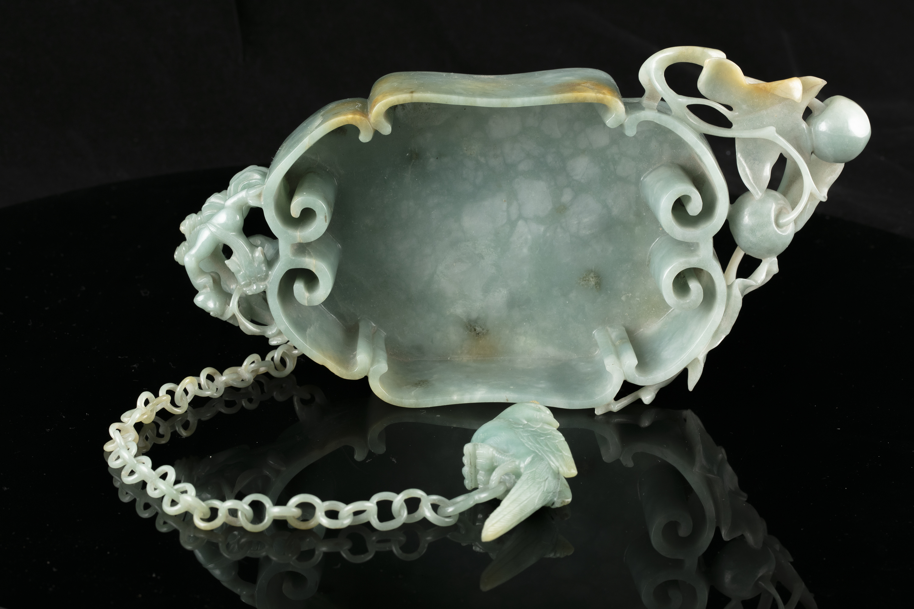A LINGZHI-SHAPED JADEITE JADE BRUSHWASHER WITH A PARROT China, Qing Dynasty, 19th century - Image 22 of 35