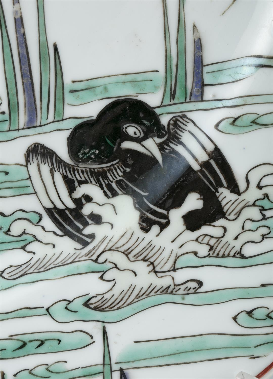 AN IMPORTANT PAIR OF FAMILLE VERTE 'FLYCATCHER AND MAGPIES' PORCELAIN SHALLOW DISHES China, Qing - Image 4 of 35