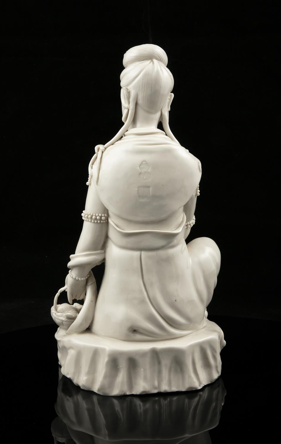 A LARGE DEHUA FIGURE OF A SEATED GUANYIN IMPRESSED WITH A HE CHAOZONG 何朝宗 CALABASH SHAPED SEAL - Image 37 of 48