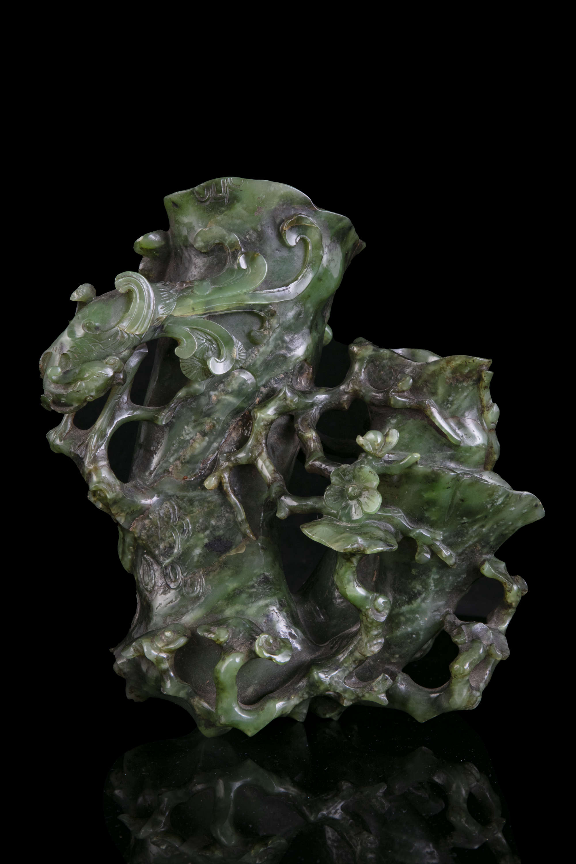 AN HIBISCUS SHAPED SPINACH JADE DOUBLE VASE China, Qing Dynasty, 19th centur Carved in a green stone - Image 2 of 45