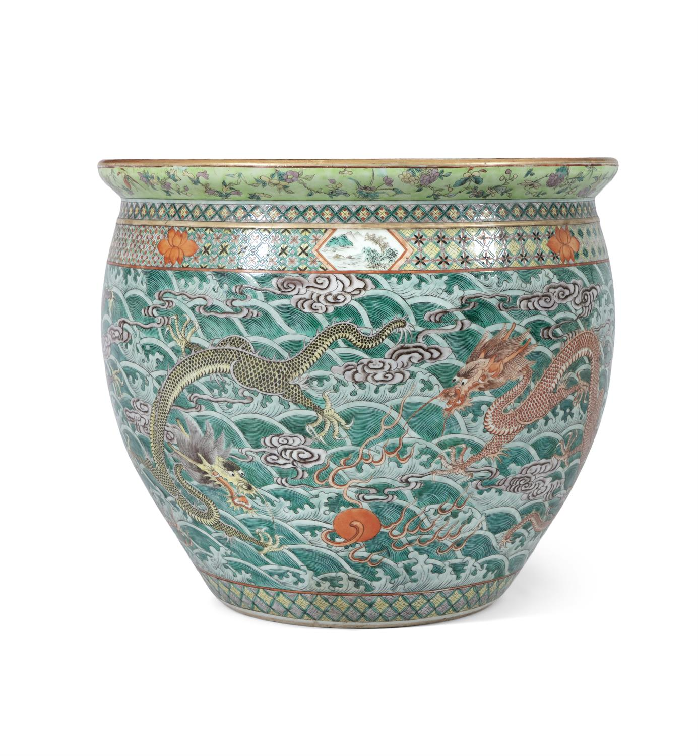 A LARGE 'FIVE-CLAWED DRAGONS' FAMILLE VERTE AQUARIUM /FISHBOWL China, Qing Dynasty, 19th century The - Image 3 of 24