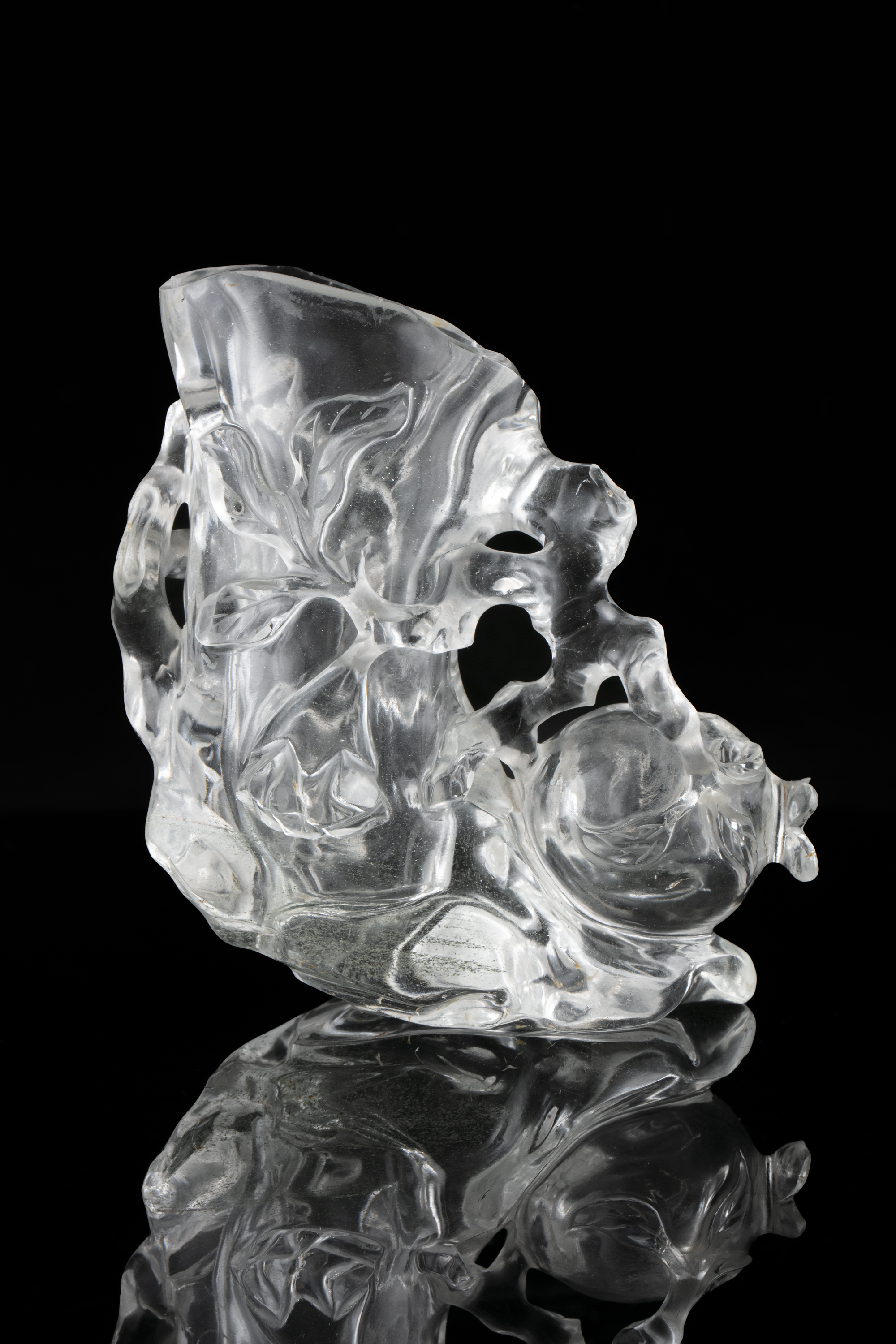 A CARVED ROCK CRYSTAL 'POMEGRANATE' BRUSH HOLDER AND WASHER China, 19th to 20th century Carved - Image 7 of 14