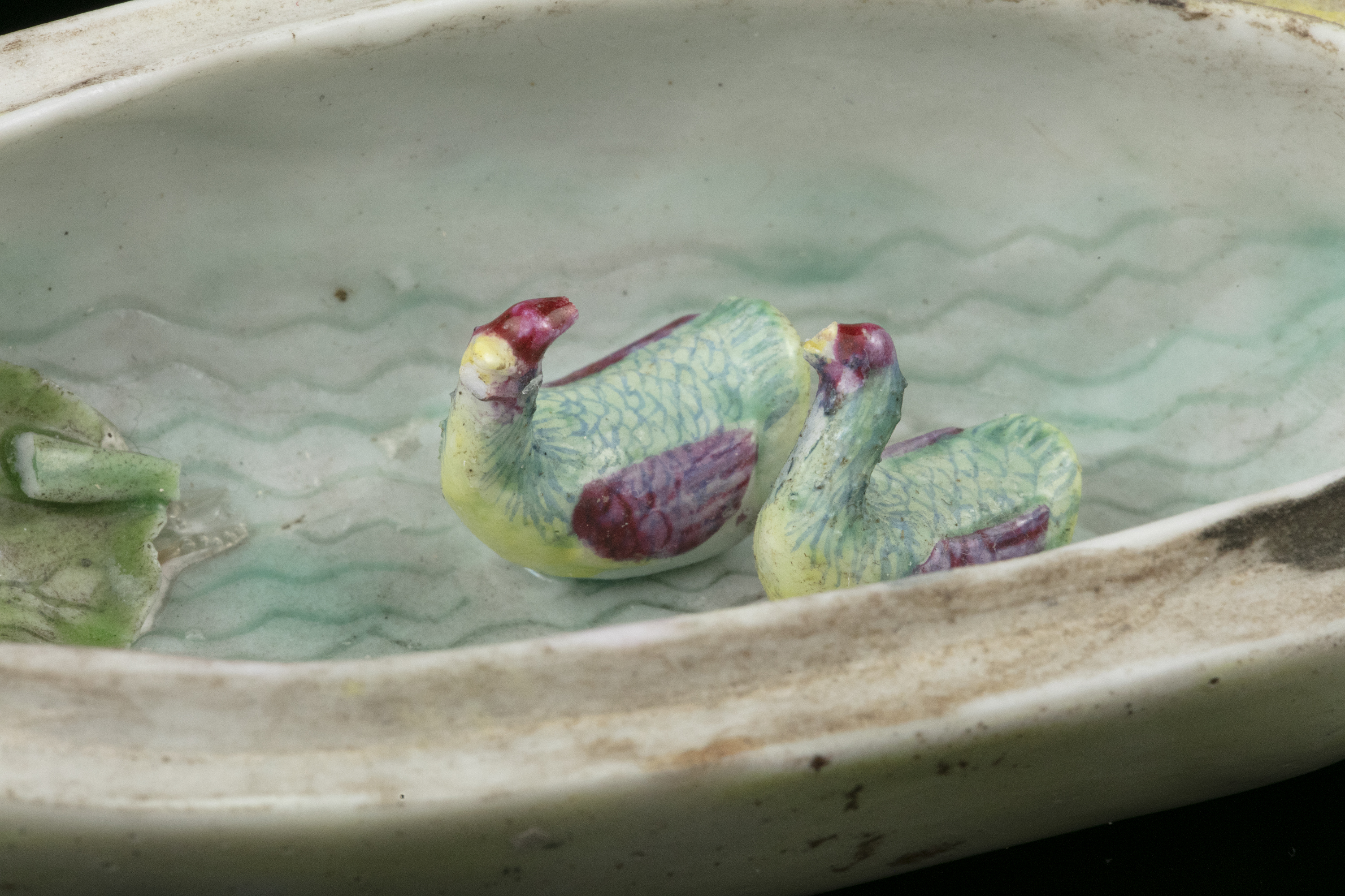 A FAMILLE ROSE LOTUS-SHAPED PORCELAIN LIDDED BOX China, Qing Dynasty, Qianlong mark Shaped as a - Image 5 of 50