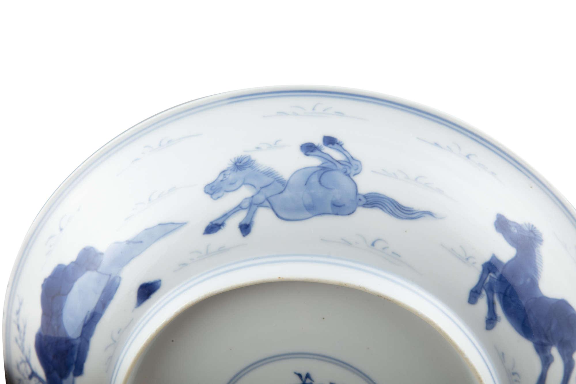 A BLUE AND WHITE 'EIGHT HORSES OF WANG MU' PORCELAIN DISH China, Qing Dynasty, Kangxi mark and - Image 10 of 17