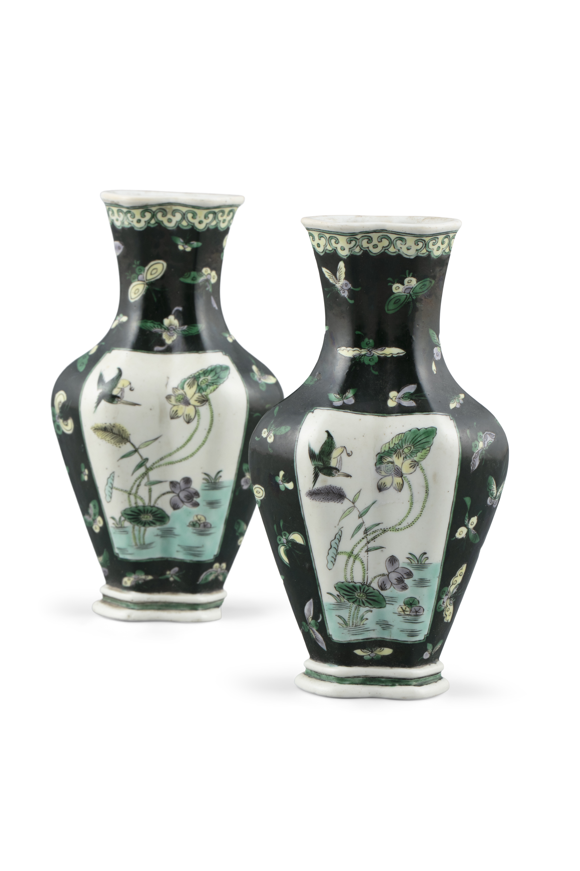A PAIR OF BEGONIA-SHAPED 'MAGPIES'' FAMILLE-NOIRE PORCELAIN VASES, HAITANGZUN China, Qing Dynasty,