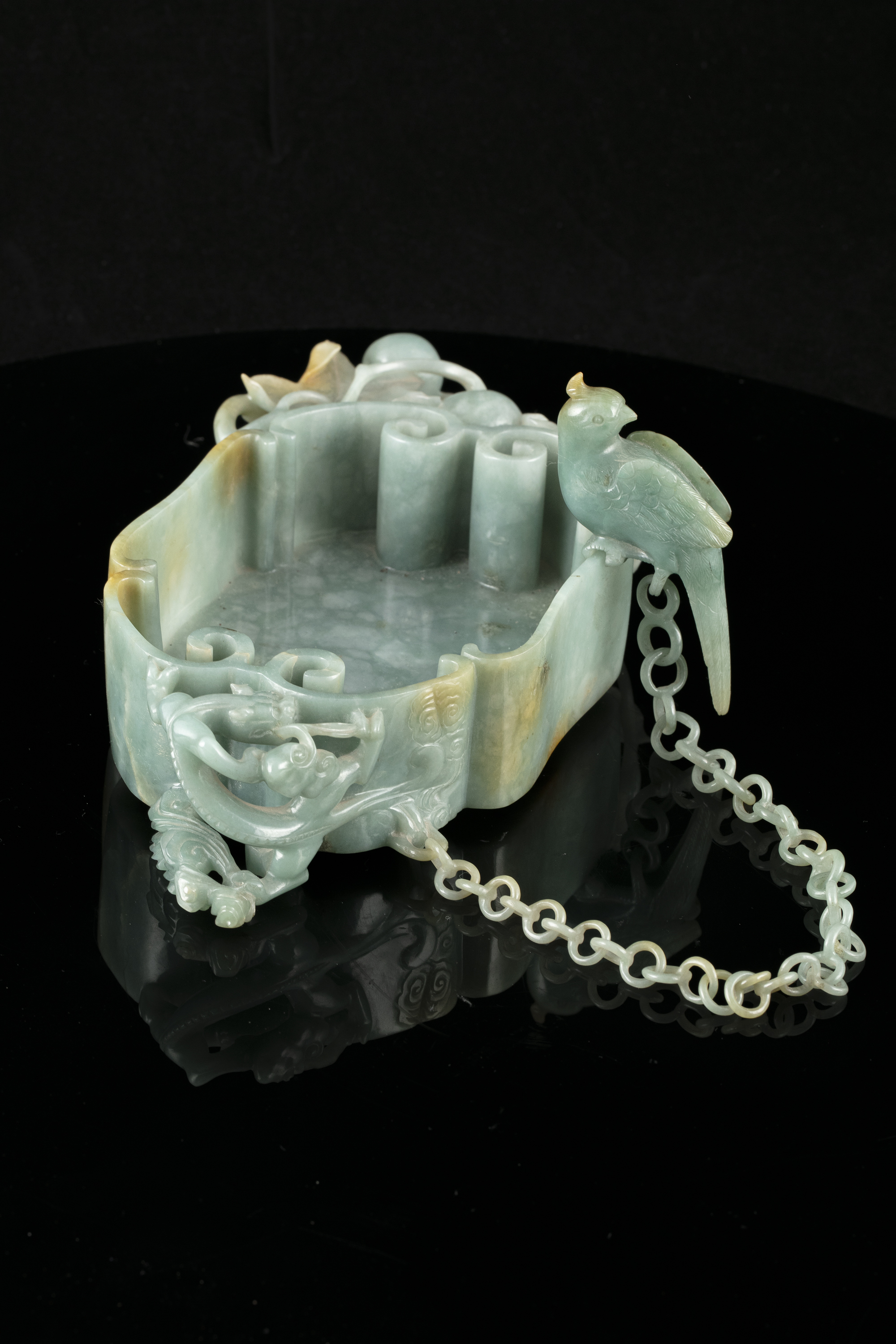 A LINGZHI-SHAPED JADEITE JADE BRUSHWASHER WITH A PARROT China, Qing Dynasty, 19th century - Image 2 of 35