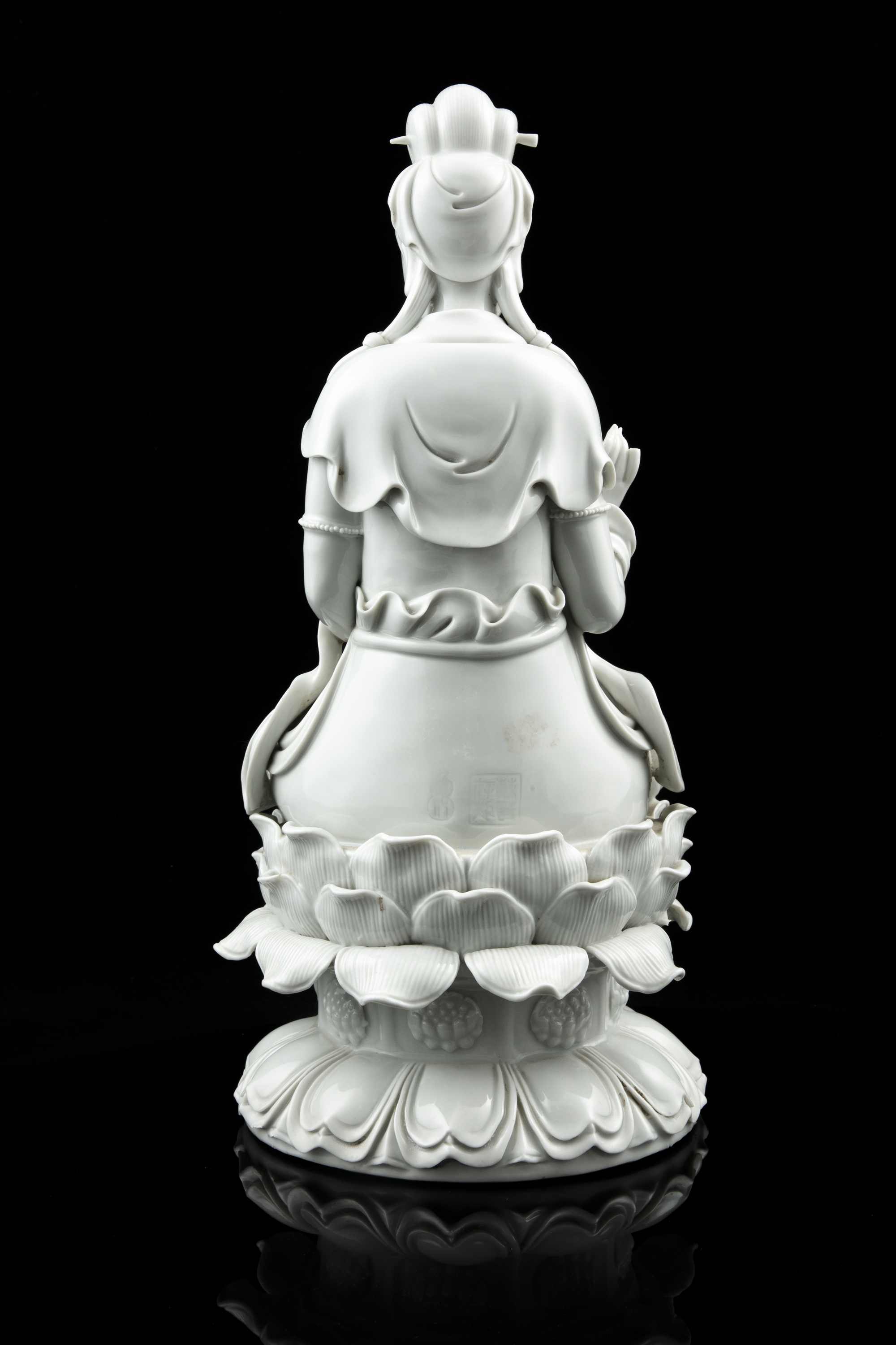 A LARGE DEHUA FIGURE OF A SEATED GUANYIN China, 19th to 20th century The goddess of mercy is - Image 9 of 18