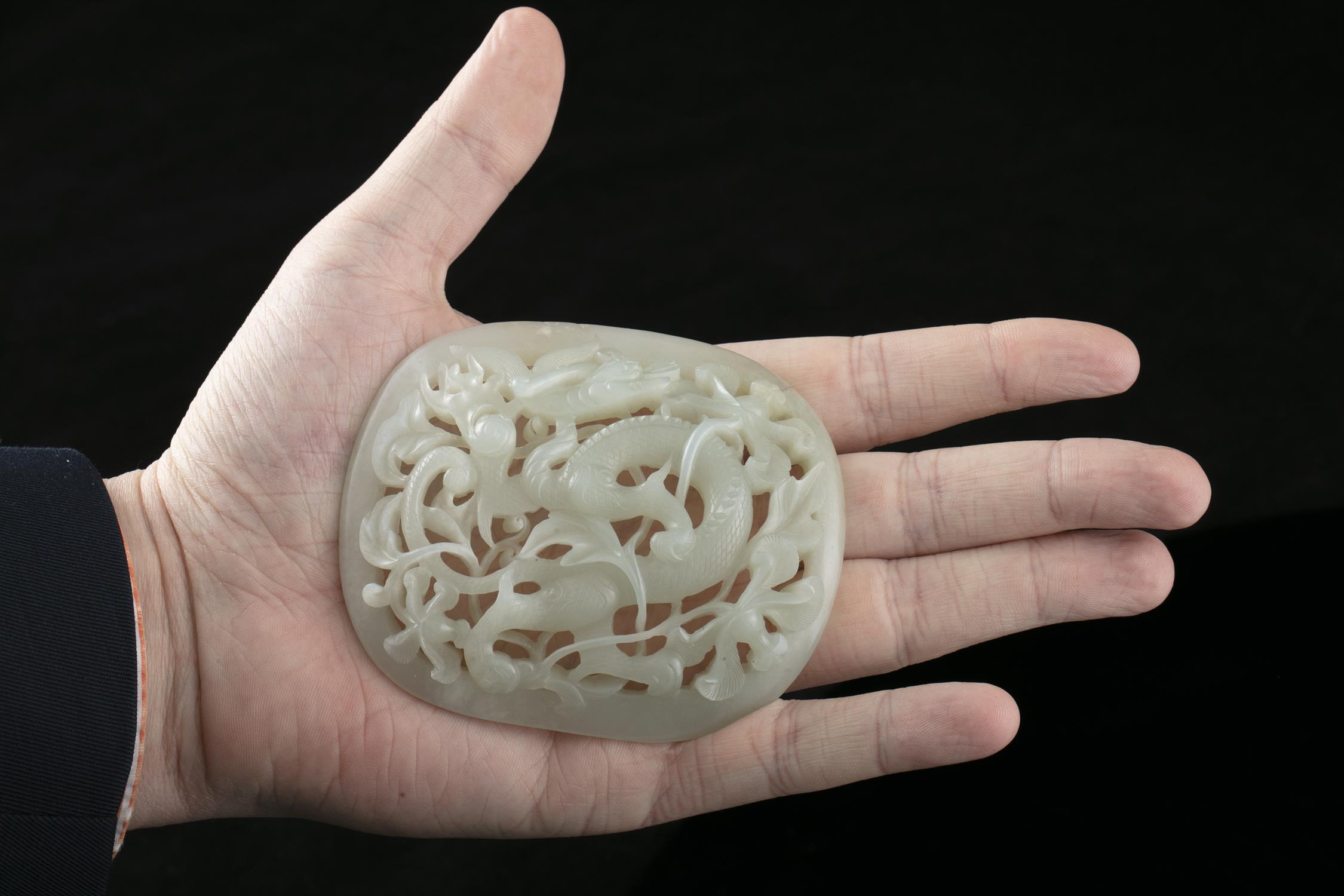 AN OPEN-WORKED WHITE JADE 'DRAGON' PLAQUE China, Antique, Possibly Ming Dynasty H: 7,8 cm - w: 9,2 - Image 20 of 20