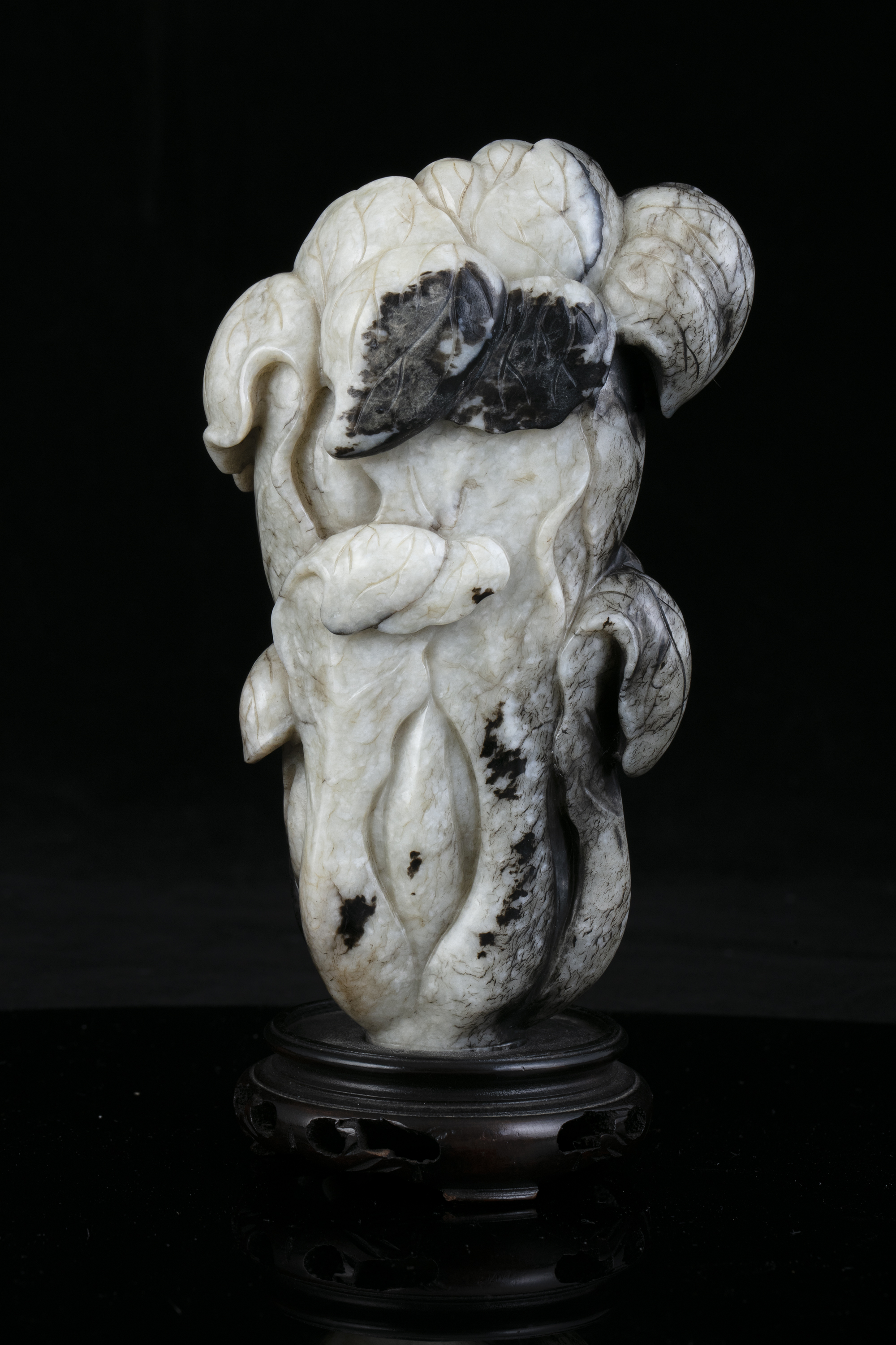 A MOTTLED JADE CARVING OF A CHINESE CABBAGE China, Likely Ming Dynasty Naturalistically carved in - Image 7 of 20