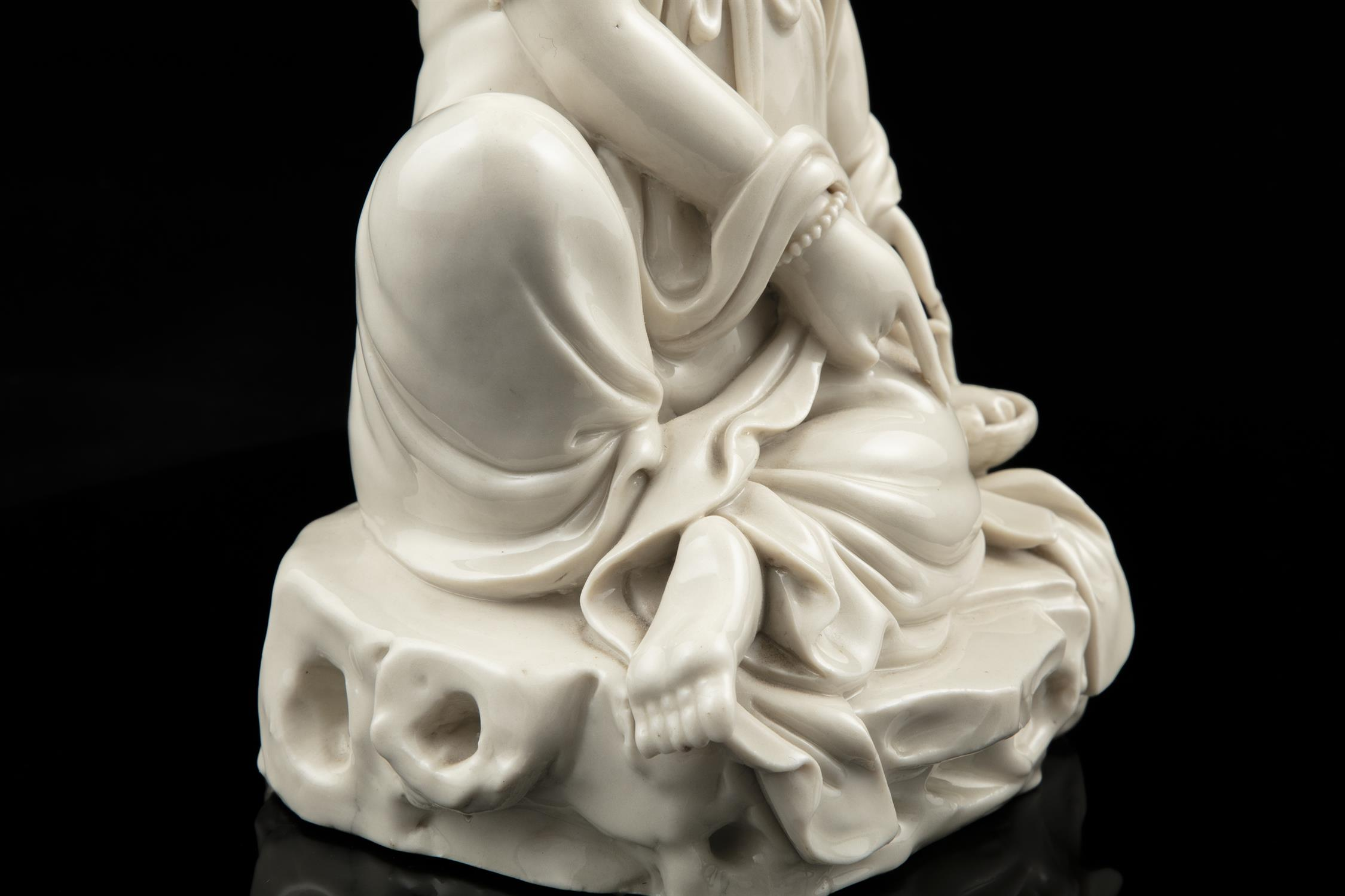 A LARGE DEHUA FIGURE OF A SEATED GUANYIN IMPRESSED WITH A HE CHAOZONG 何朝宗 CALABASH SHAPED SEAL - Image 39 of 48