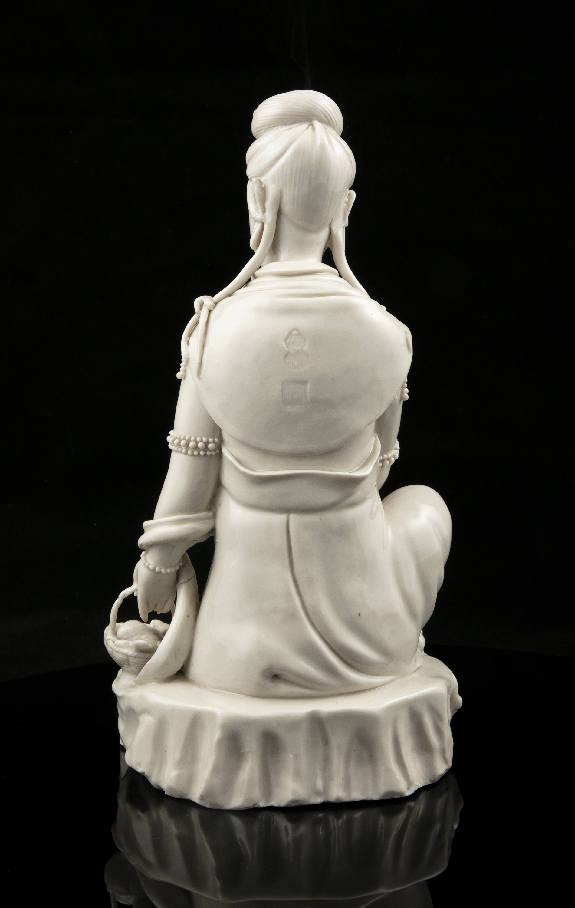 A LARGE DEHUA FIGURE OF A SEATED GUANYIN IMPRESSED WITH A HE CHAOZONG 何朝宗 CALABASH SHAPED SEAL - Image 23 of 48