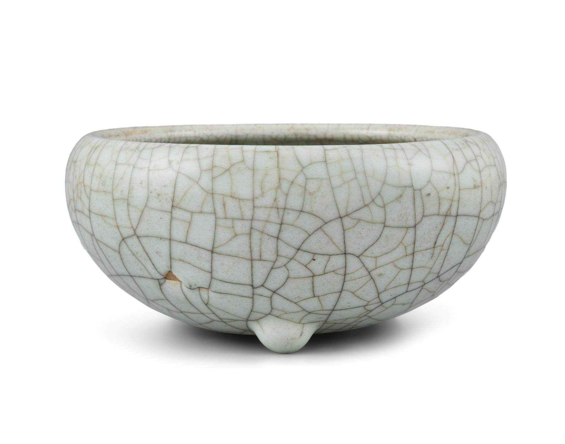 A GEYAO TYPE CRACKLED-CELADON GLAZED GLOBULAR INCENSE-BURNER China, Late Qing to Republican period - Image 9 of 11