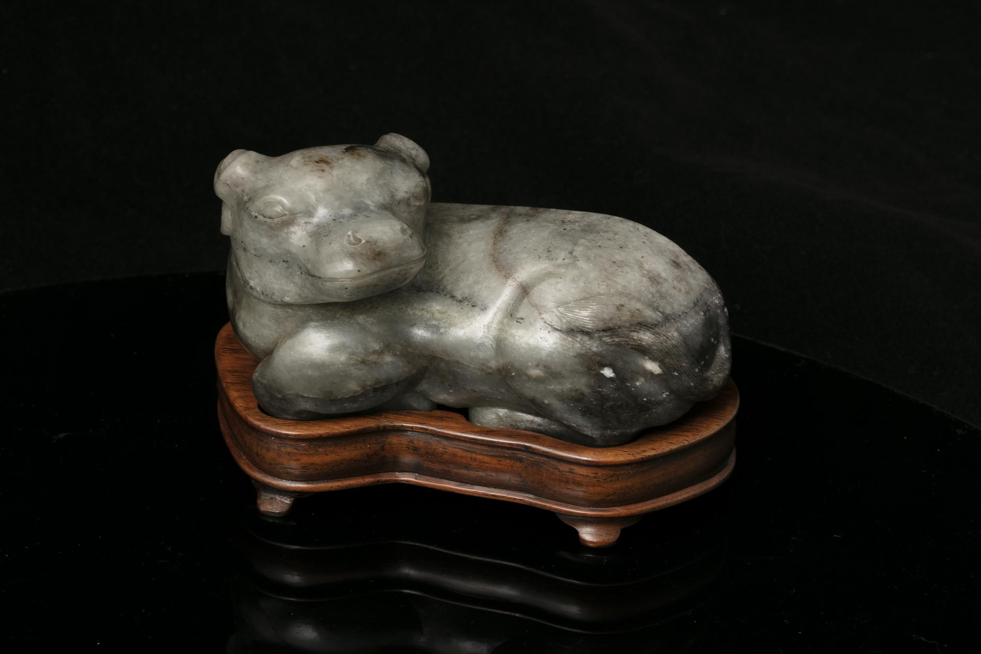 A MOTTLED JADE CARVING OF A RECUMBENT WATER BUFFALO China, Qing Dynasty The crouching beast with its - Image 12 of 17