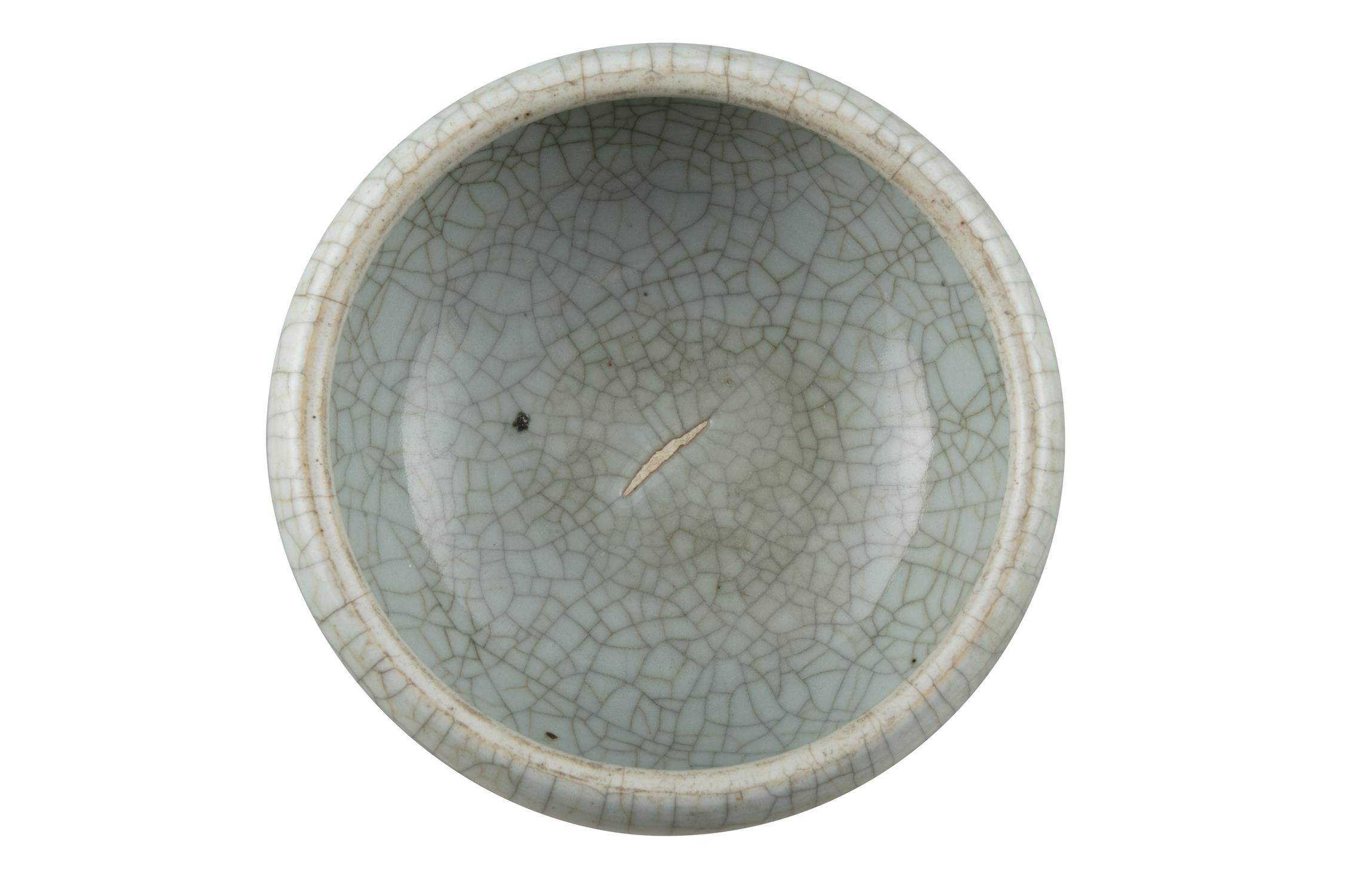 A GEYAO TYPE CRACKLED-CELADON GLAZED GLOBULAR INCENSE-BURNER China, Late Qing to Republican period - Image 11 of 11