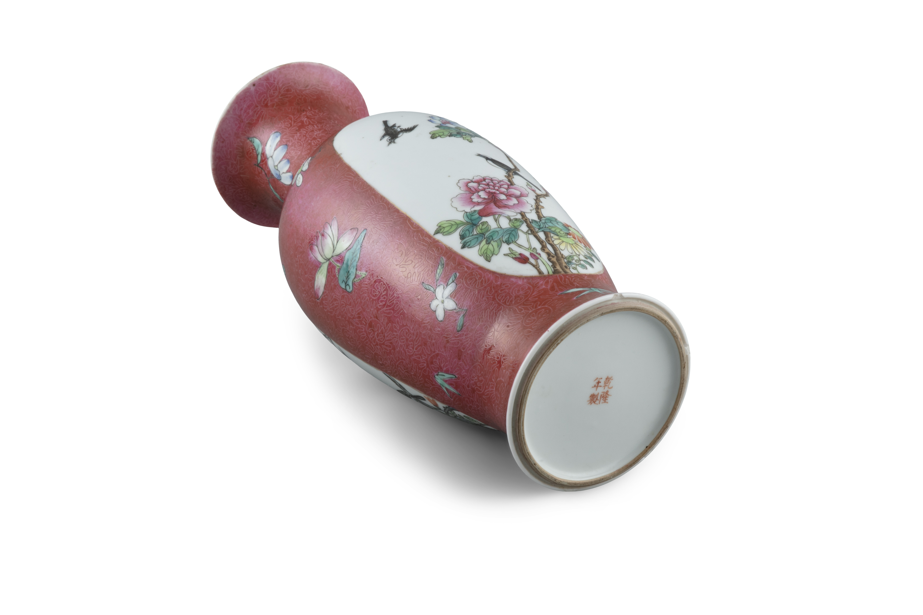A SGRAFFIATO RUBY GROUND 'MAGPIES' PORCELAIN BALUSTER VASE, FENGWEIZUN China, Second half of 20th - Image 4 of 11