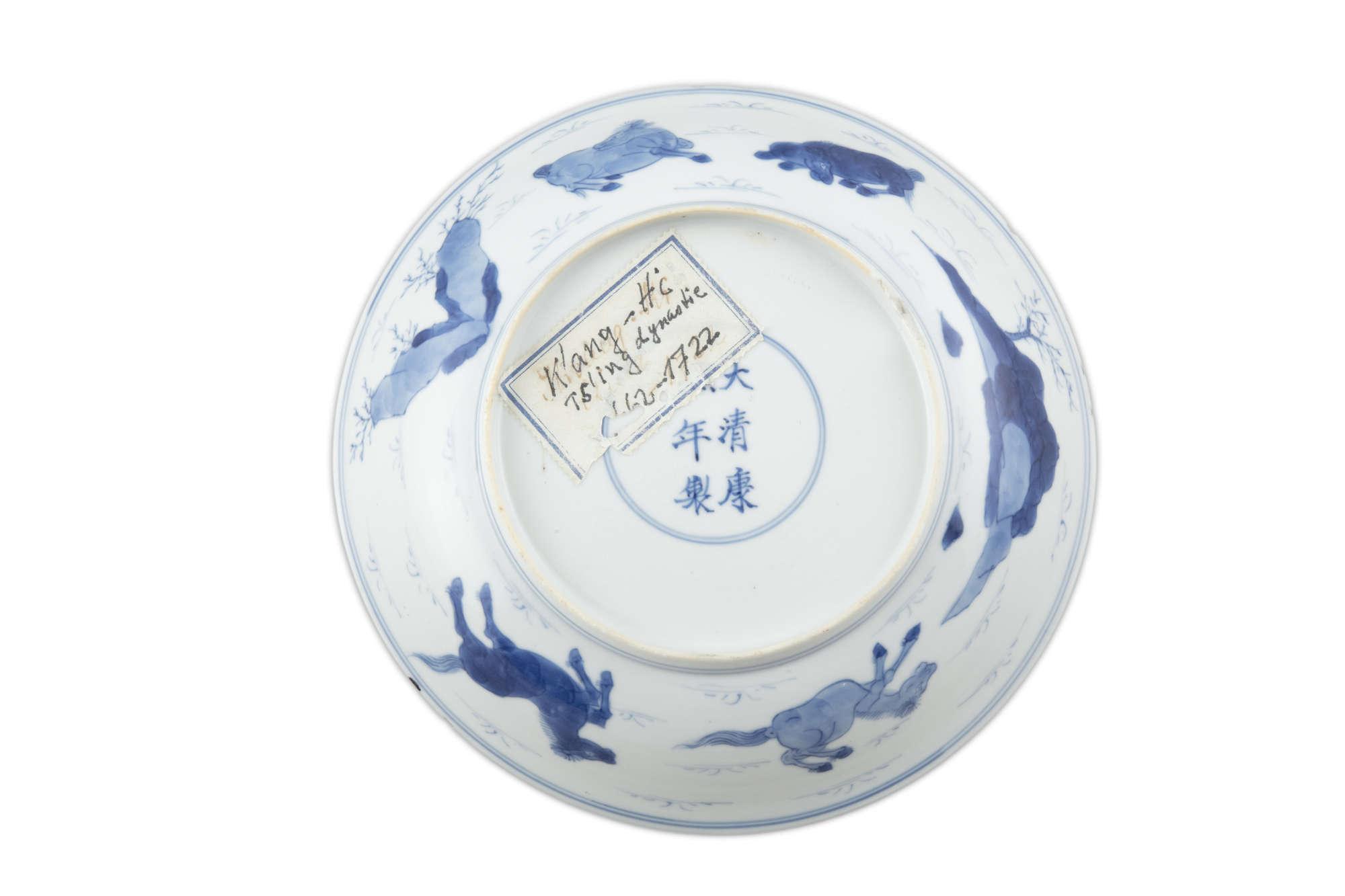 A BLUE AND WHITE 'EIGHT HORSES OF WANG MU' PORCELAIN DISH China, Qing Dynasty, Kangxi mark and - Image 5 of 17