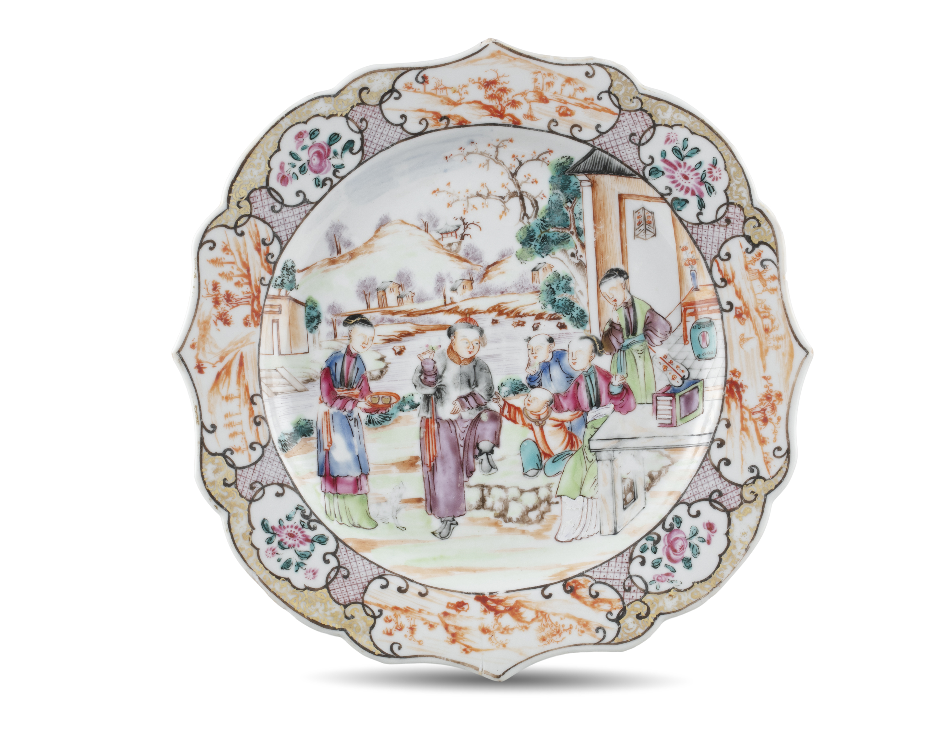A LOBED CHINESE EXPORT 'MANDARIN' PORCELAIN PLATE China, Qing Dynasty, 18th century Richly adorned