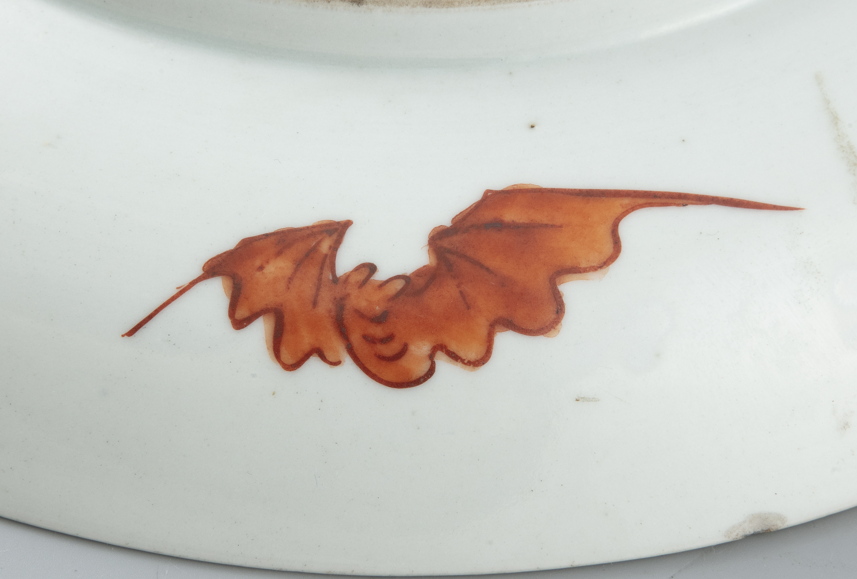 A FAMILLE VERTE 'DRAGON AND PHOENIX' PORCELAIN DISH China, late Qing Dynasty, 19th century The - Image 10 of 18