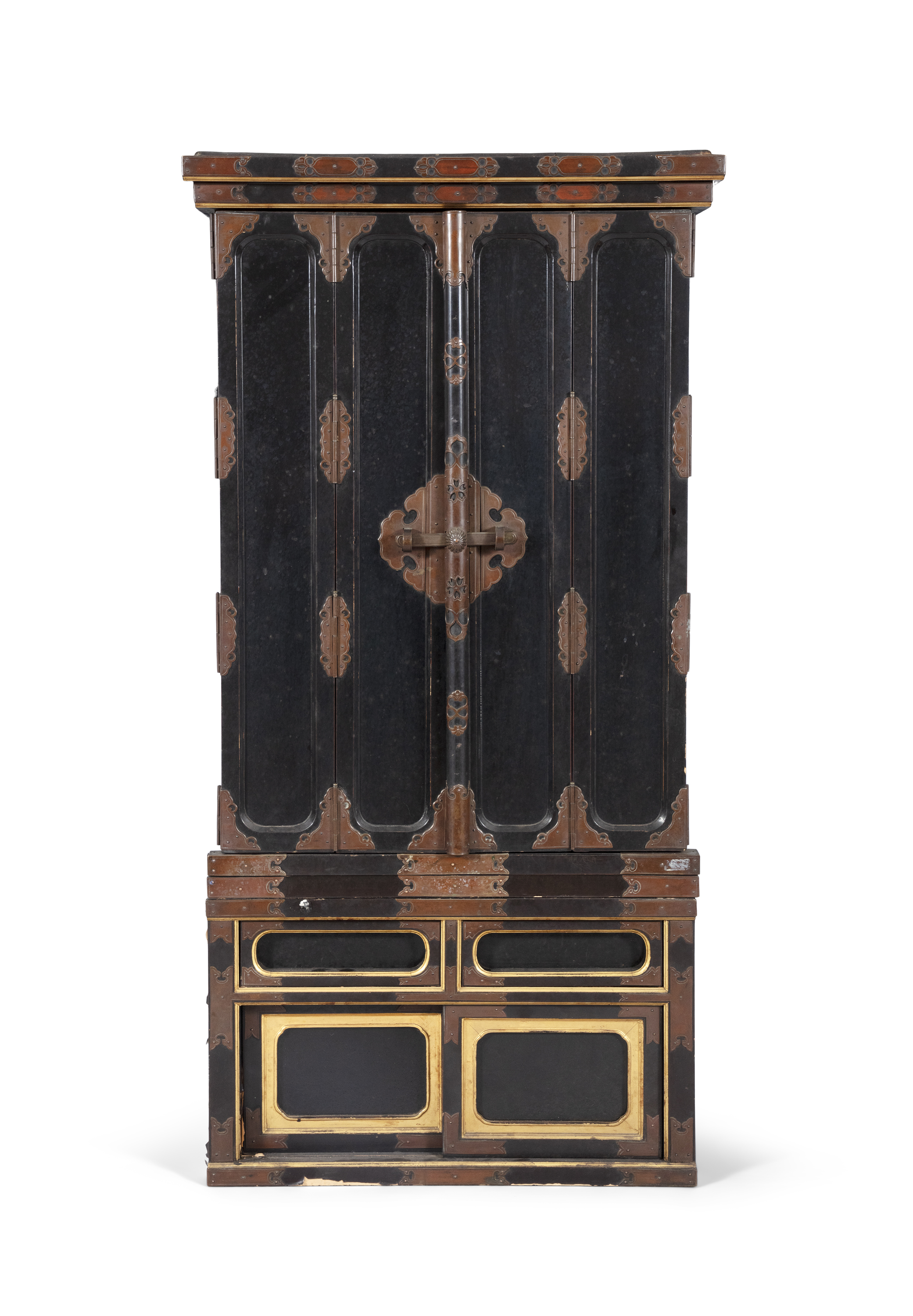 A GILT AND BLACK LACQUERED WOODEN ALTAR, BUTSUDAN Japan, 19th century It is composed of two square - Image 3 of 6