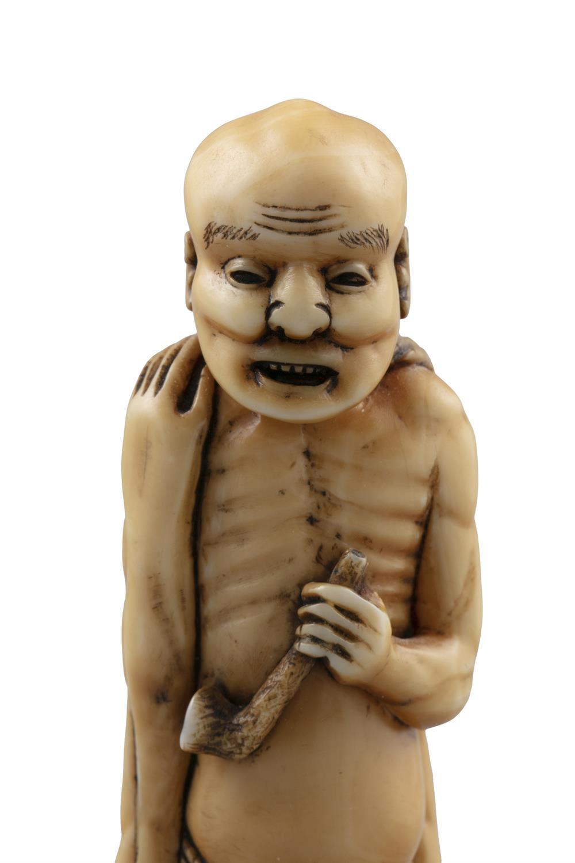 *NAGAAKI / YEIMEI永明: AN IVORY 'ASHINAGA TENAGA足長手長' KATABORI NETSUKE Japan, 19th century The one - Image 11 of 14