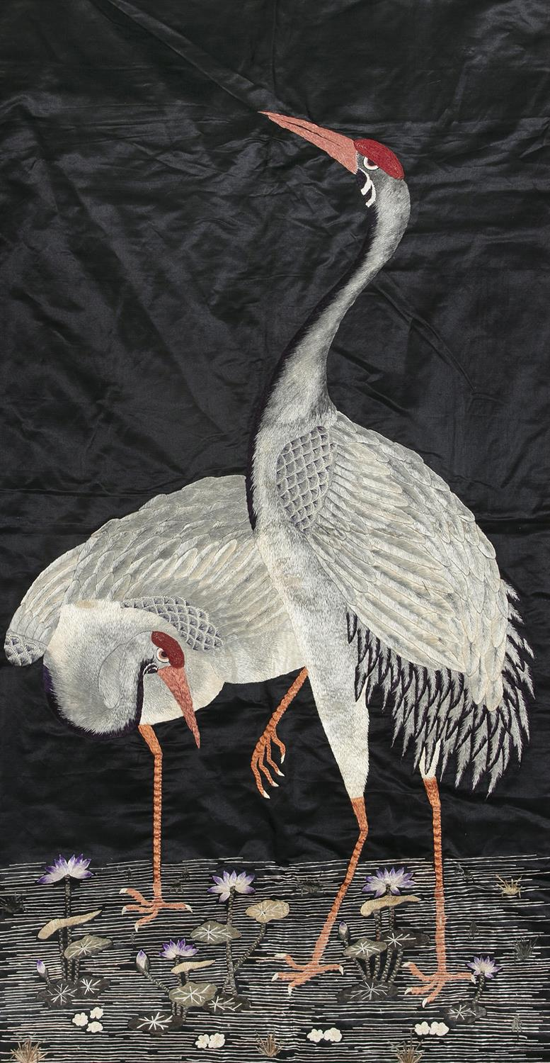 AN EMBROIDERED 'CRANES AND LOTUS' SILK PANEL Likely Japan, Meiji period Adorned with two lively - Image 4 of 4