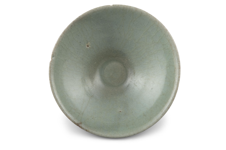 A CONICAL SHAPED CELADON GLAZED STONEWARE BOWL Korea, Joseon Dynasty H: 5cm - D: 13.3cm - Image 3 of 8