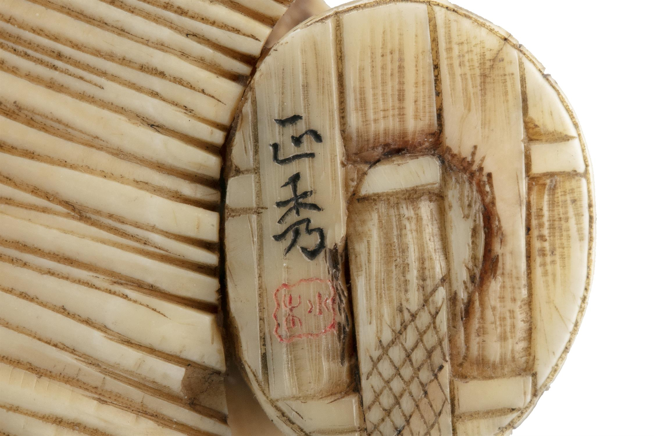 *MASAHIDE 正秀: A CARVED IVORY OKIMONO OF SCARED MAN WITH A CAT AND A SNAKE Japan, Meiji period, - Image 13 of 14