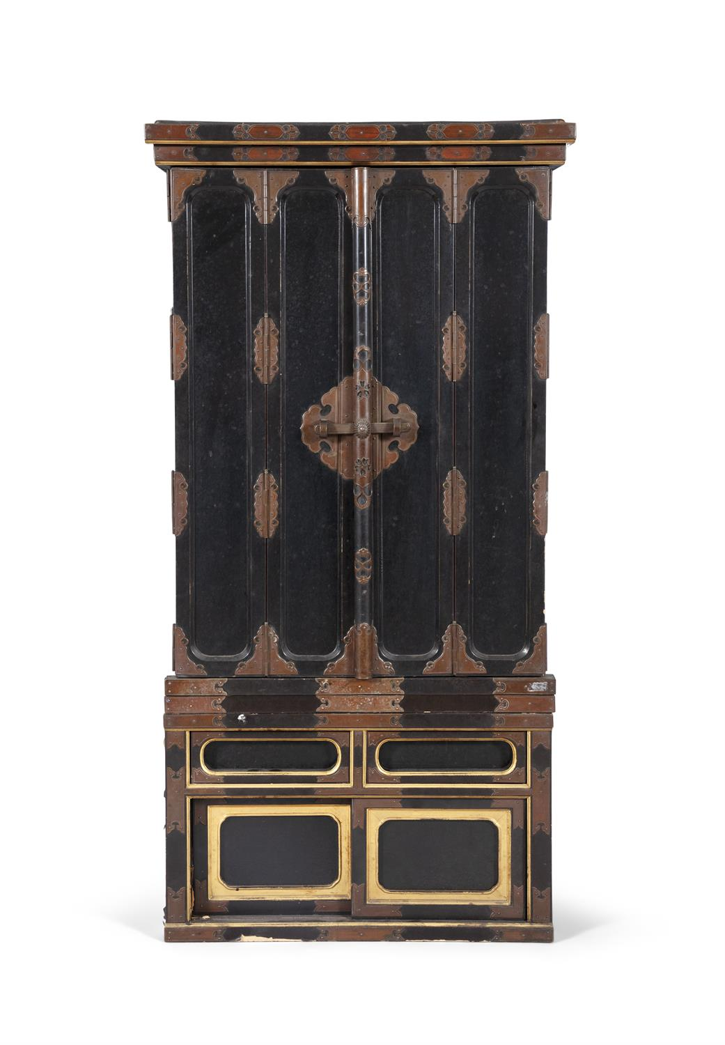 A GILT AND BLACK LACQUERED WOODEN ALTAR, BUTSUDAN Japan, 19th century It is composed of two square - Image 6 of 6