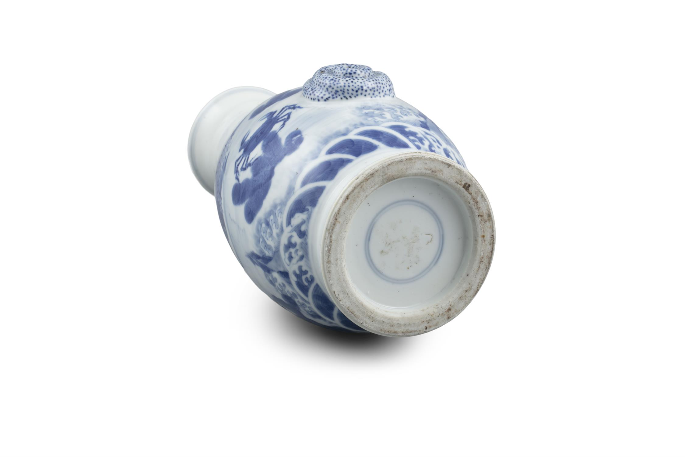 A BLUE AND WHITE 'CARPS AND CRAB' PORCELAIN BOTTLE VASE Most probably Japan, Meiji to Showa period - Image 6 of 6
