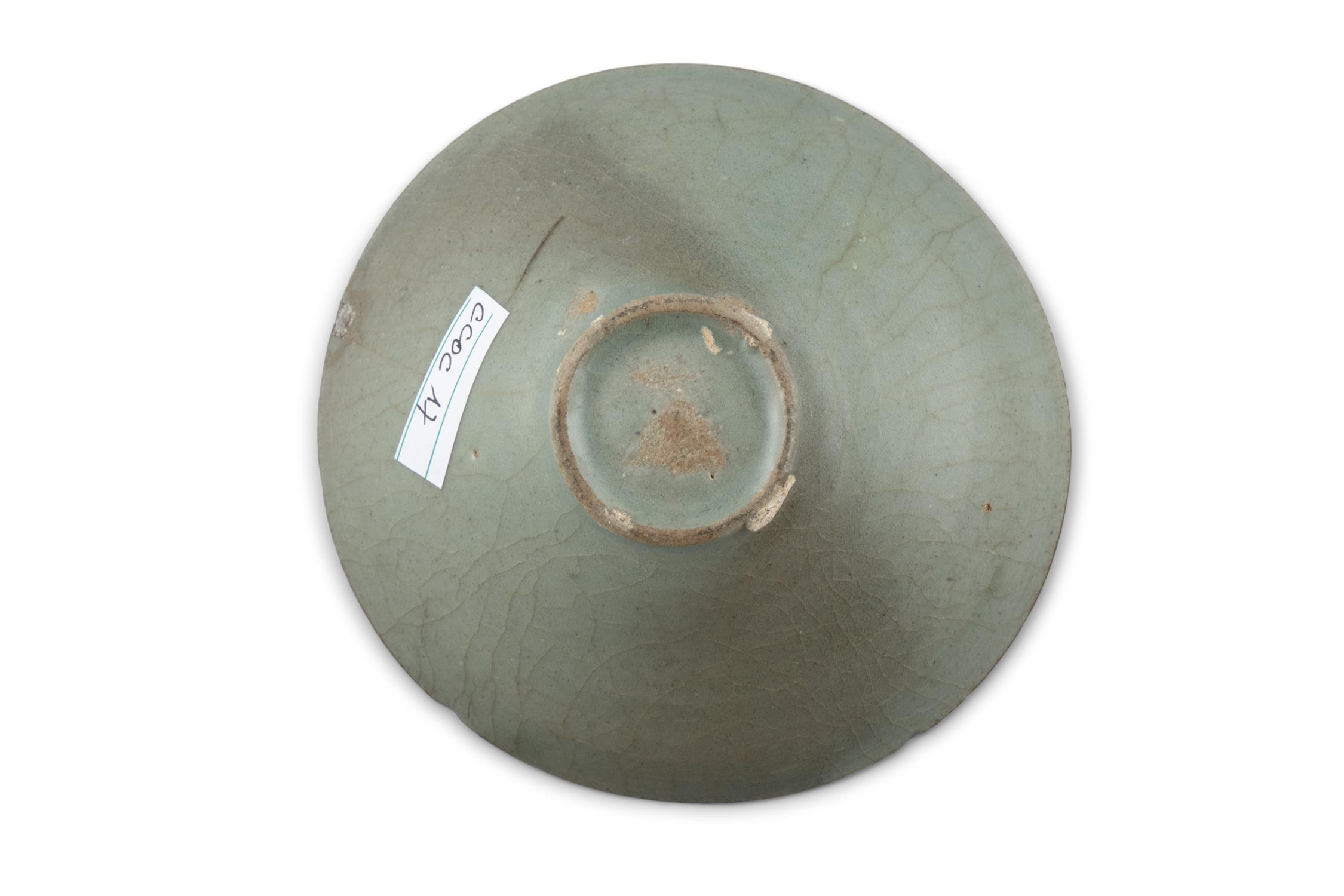 A CONICAL SHAPED CELADON GLAZED STONEWARE BOWL Korea, Joseon Dynasty H: 5cm - D: 13.3cm - Image 7 of 8