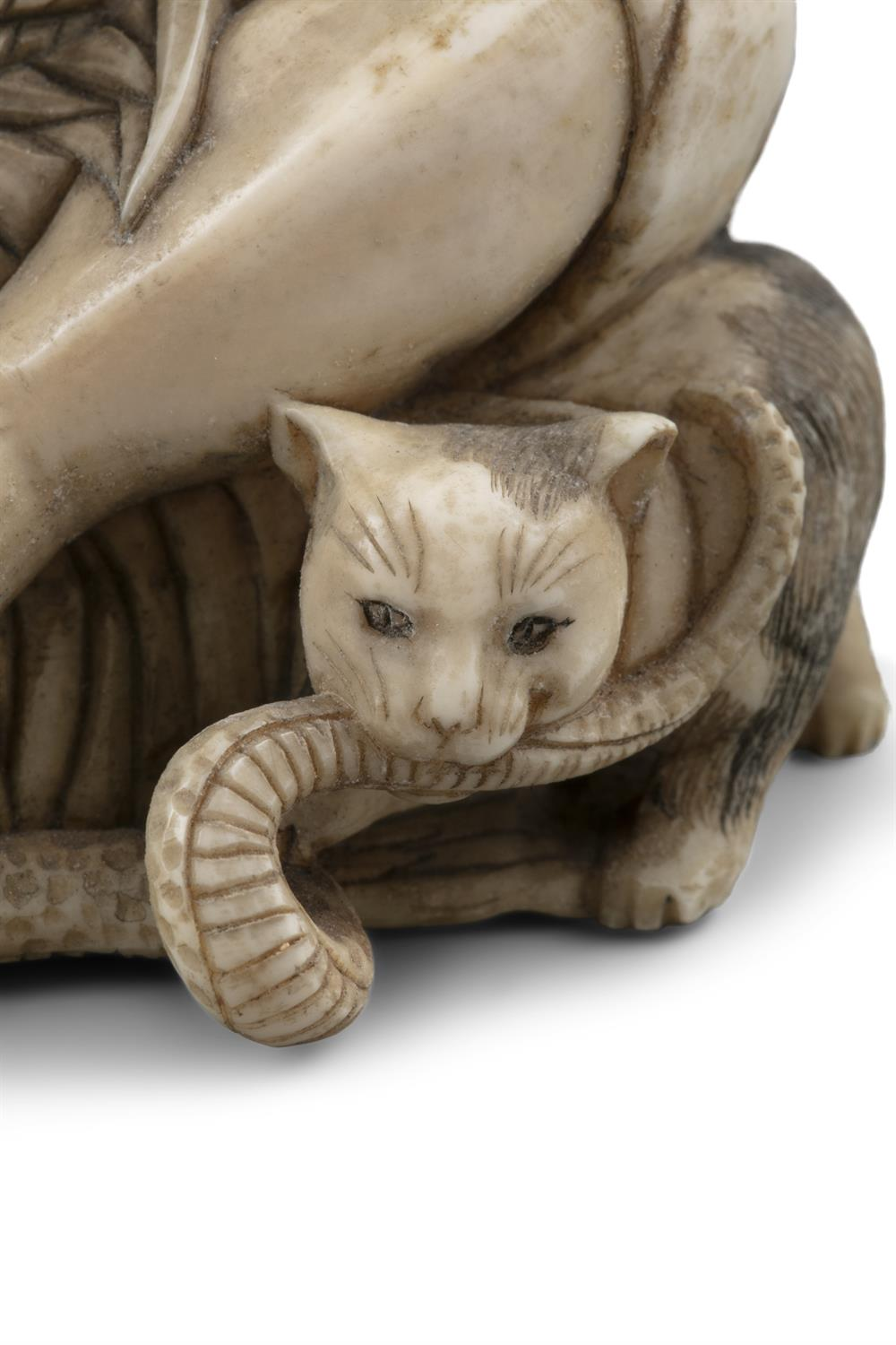 *MASAHIDE 正秀: A CARVED IVORY OKIMONO OF SCARED MAN WITH A CAT AND A SNAKE Japan, Meiji period, - Image 8 of 14