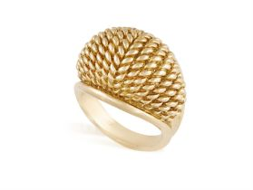 A GOLD RETRO RING, CIRCA 1950 Of bombé design with ropetwist detailing, mounted in 18K gold,