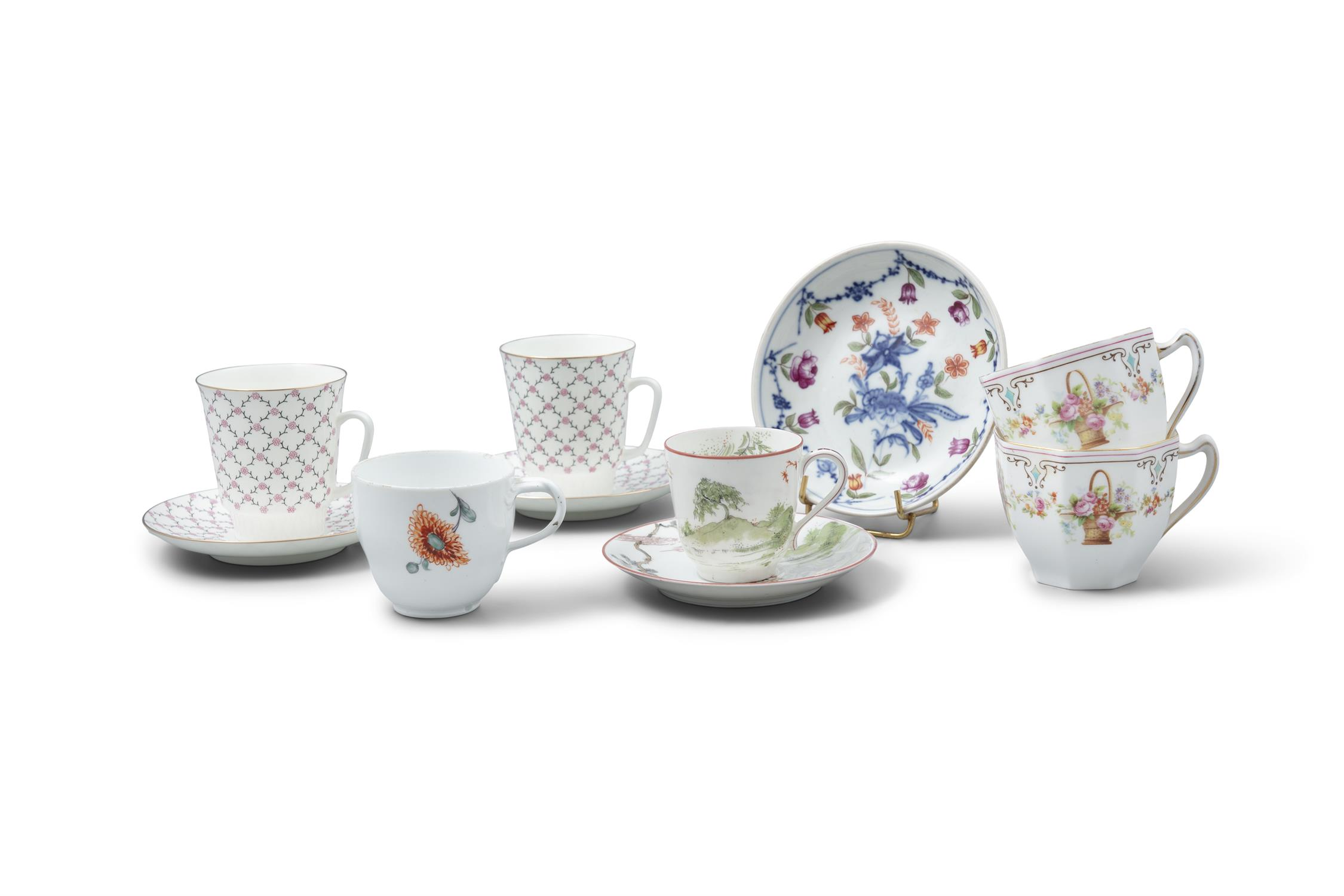 A PAIR OF RUSSIAN PORCELAIN COFFEE CUPS AND SAUCERS, Saint Petersburg 'Imperial Porcelain',