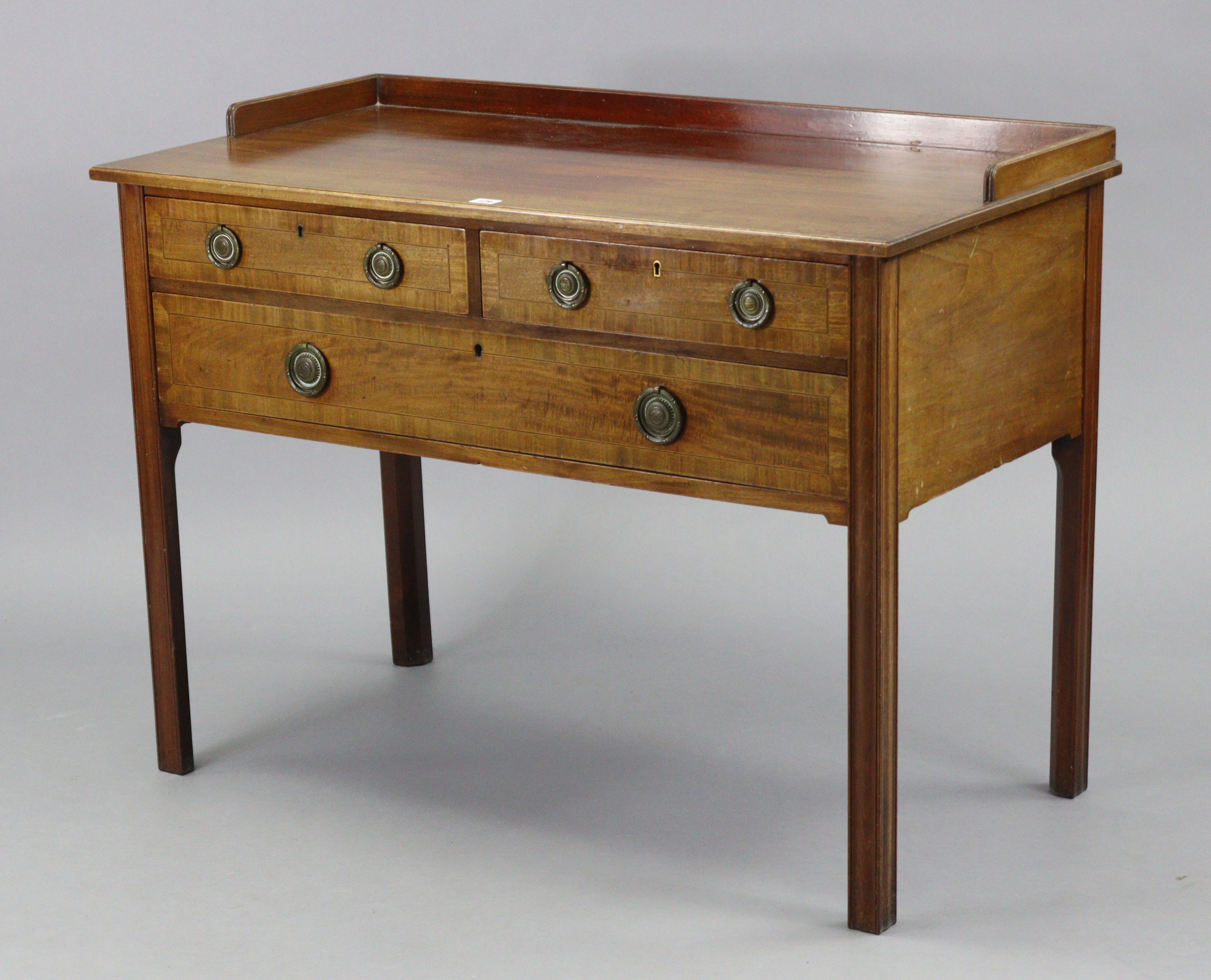 An Edwardian inlaid-mahogany tray-top dressing table fitted two short & one long drawer, & on square