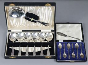 A set of six silver Hanoverian teaspoons, Sheffield 1931, by Walker & Hall, in fitted case (1.67