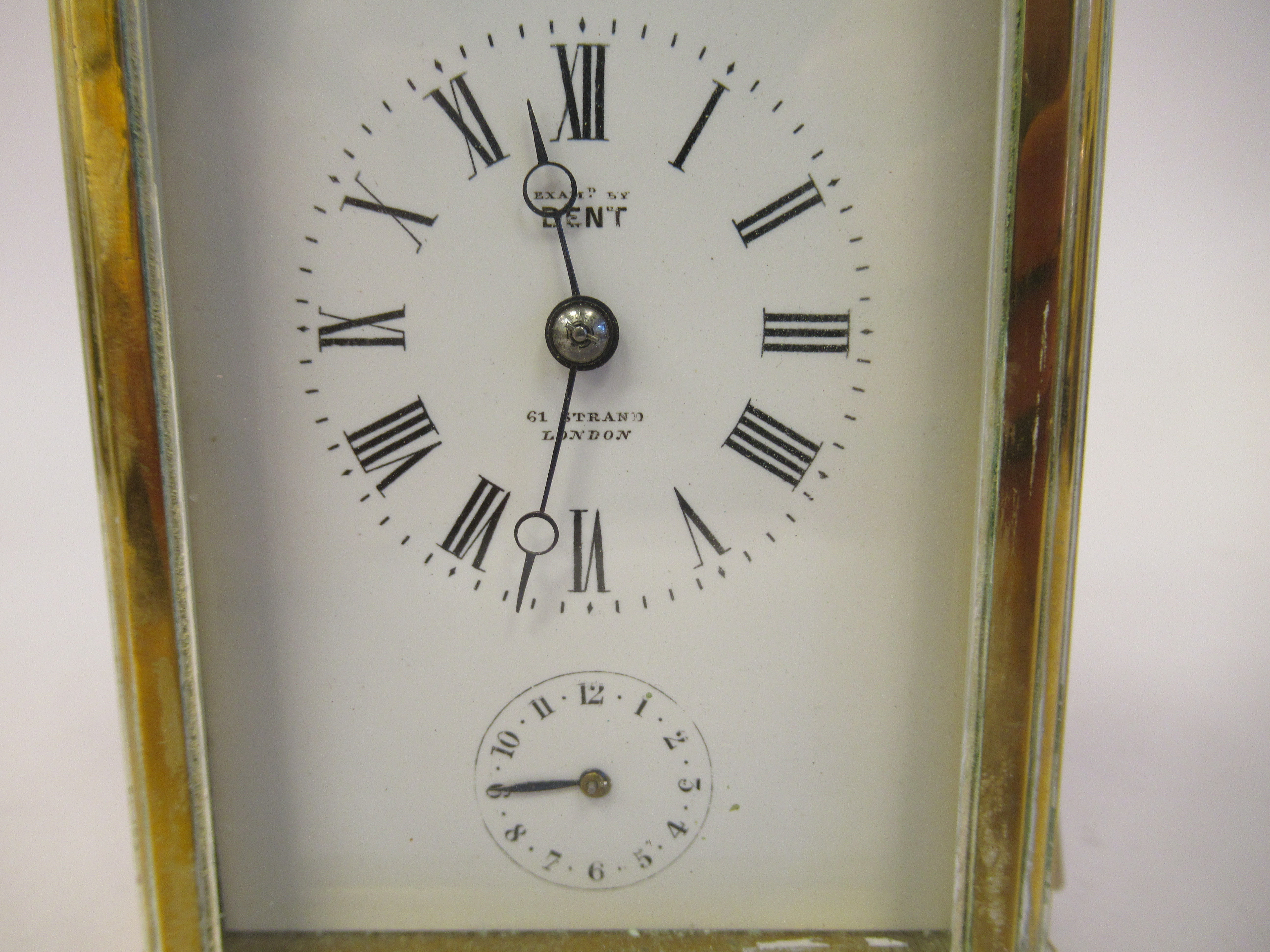 An early 20thC brass cased carriage clock with bevelled glass panels, a folding top handle, on a - Image 7 of 9