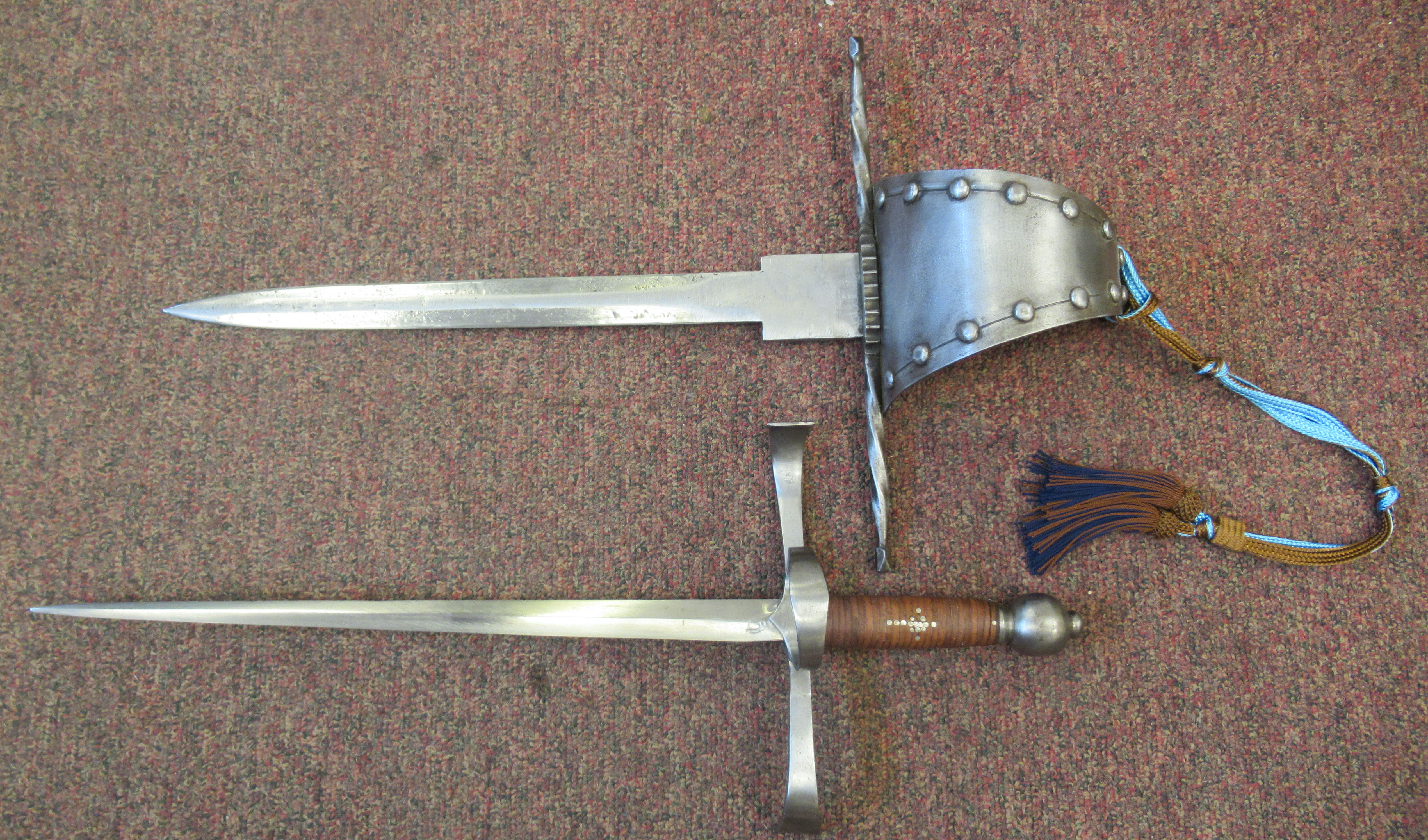 """A replica Medieval short sword with a hide bound handle, wide hilt and blade 13.5""""L in a stitched - Image 3 of 7"""