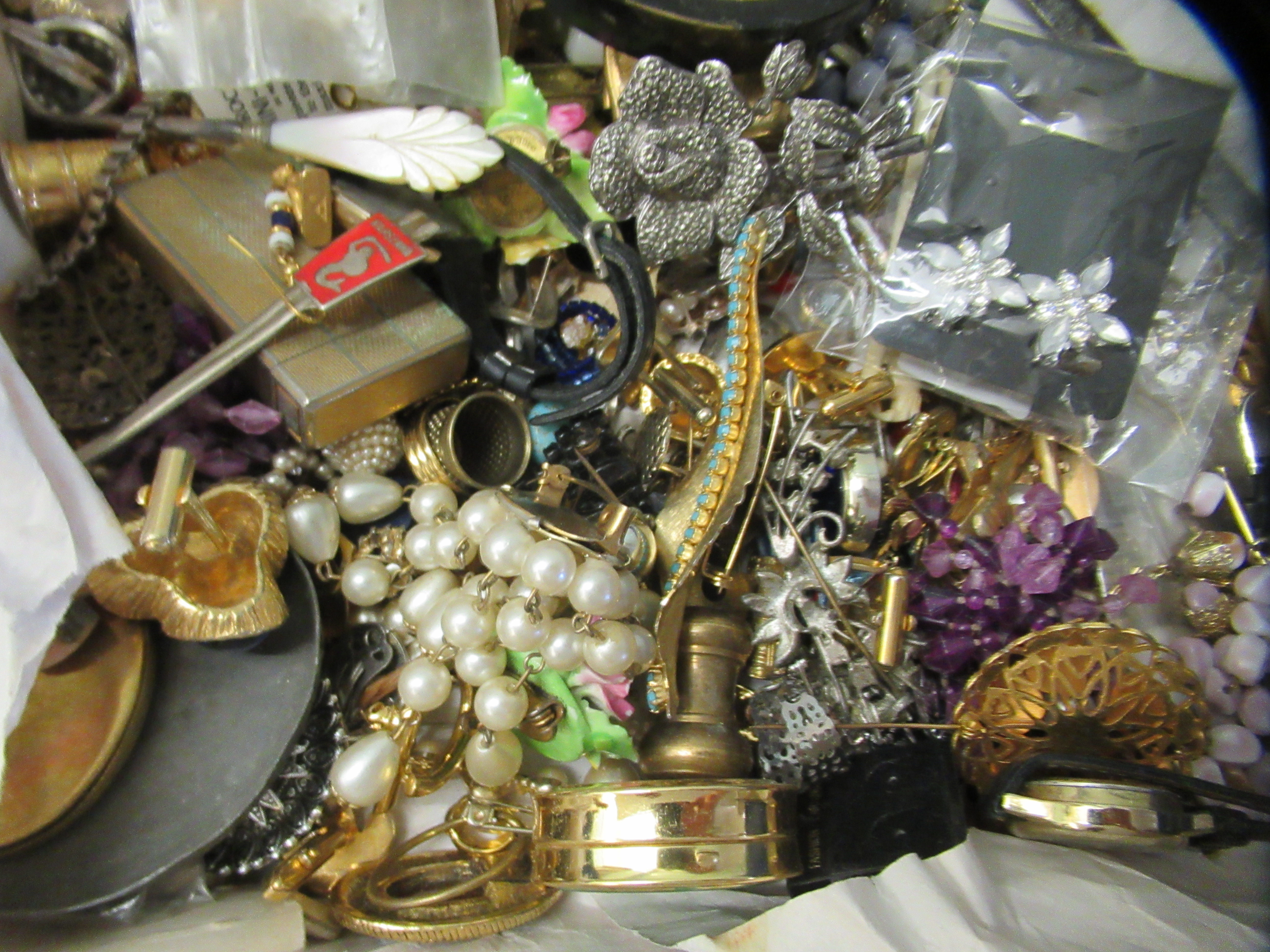 Costume jewellery: to include bangles, necklaces and brooches - Image 5 of 5
