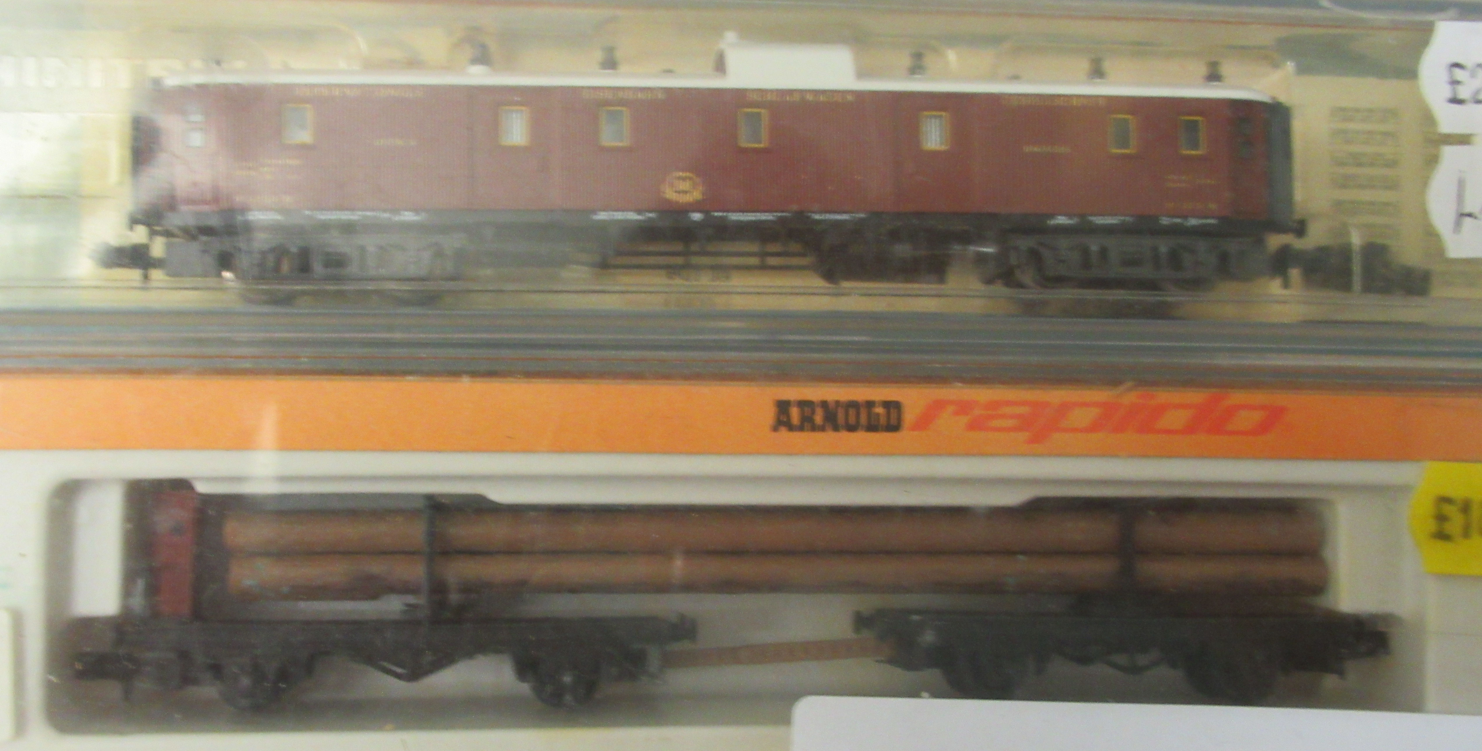 N gauge model railway accessories: to include four Arnold passenger coaches boxed - Image 4 of 4