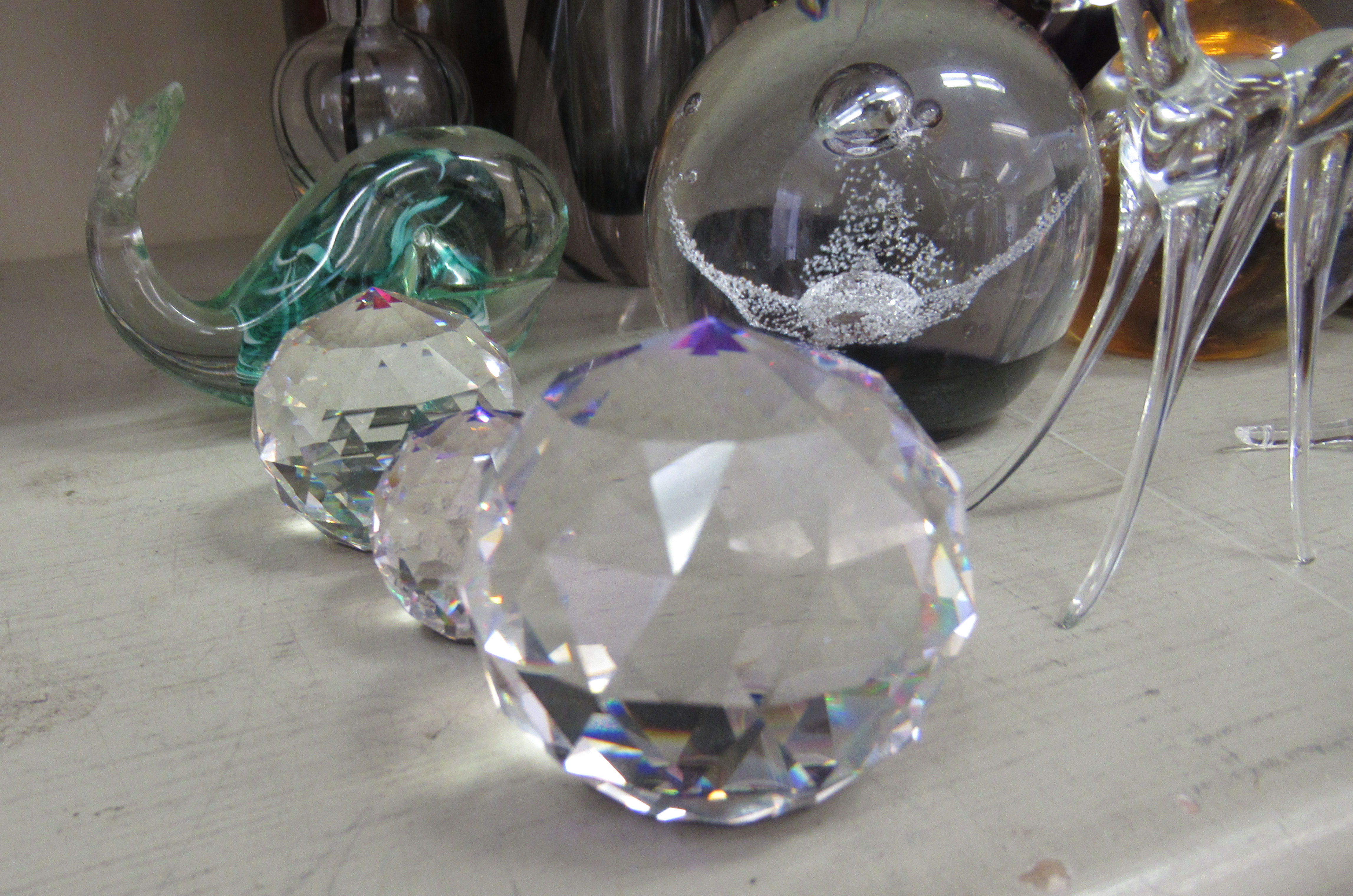 """Decorative glassware: to include a Caithness paperweight 'Free Spirit' 3.5""""dia - Image 3 of 5"""