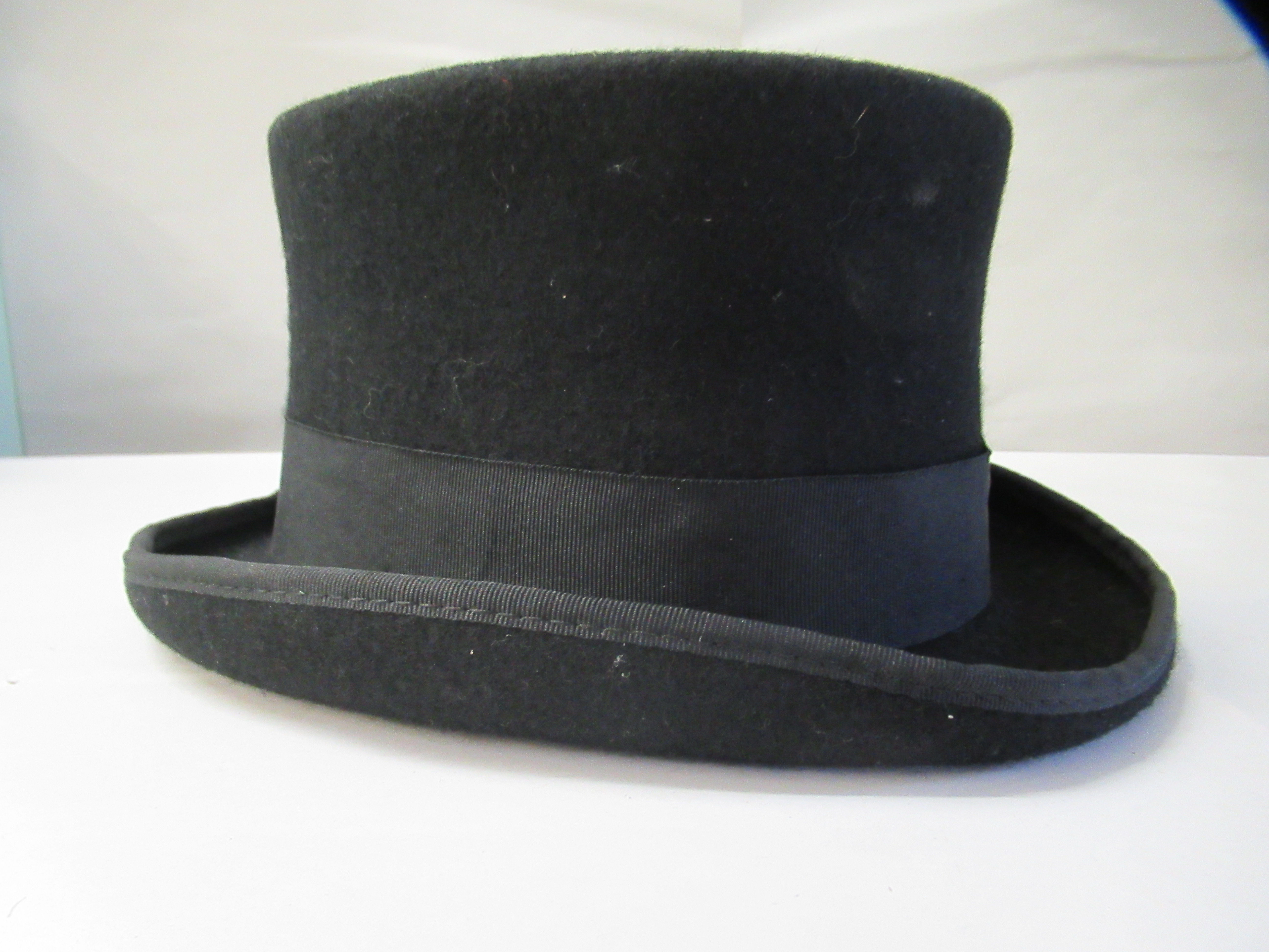 A Major Ware chocolate brown top hat size 6; a Major grey top hat size S; another, in brown - Image 2 of 7