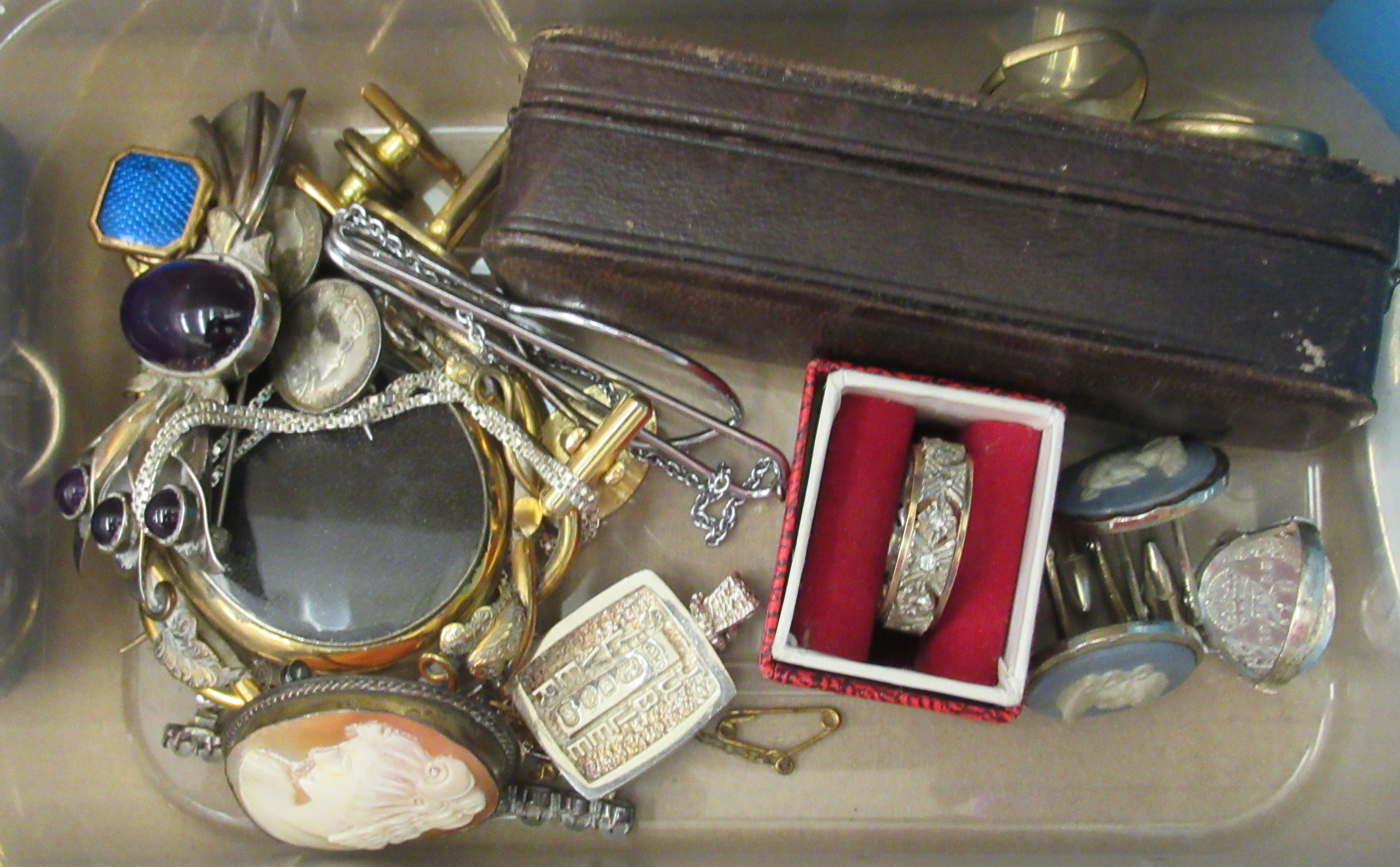 Edwardian and later items of personal ornament: to include pearl necklaces; two 9ct gold rings; - Image 2 of 5