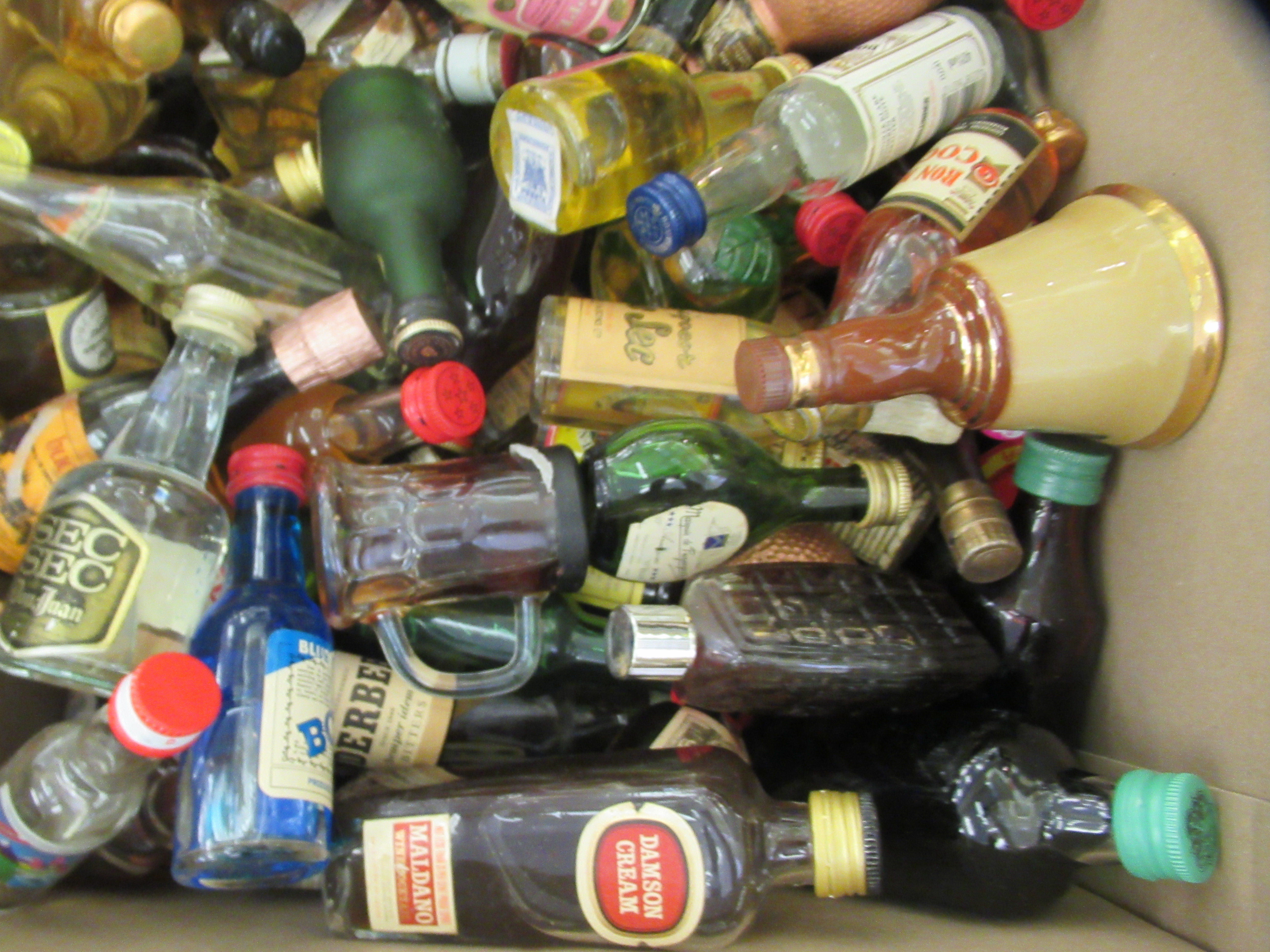 Approx. 300 spirit miniatures: to include whisky and liqueurs - Image 5 of 5