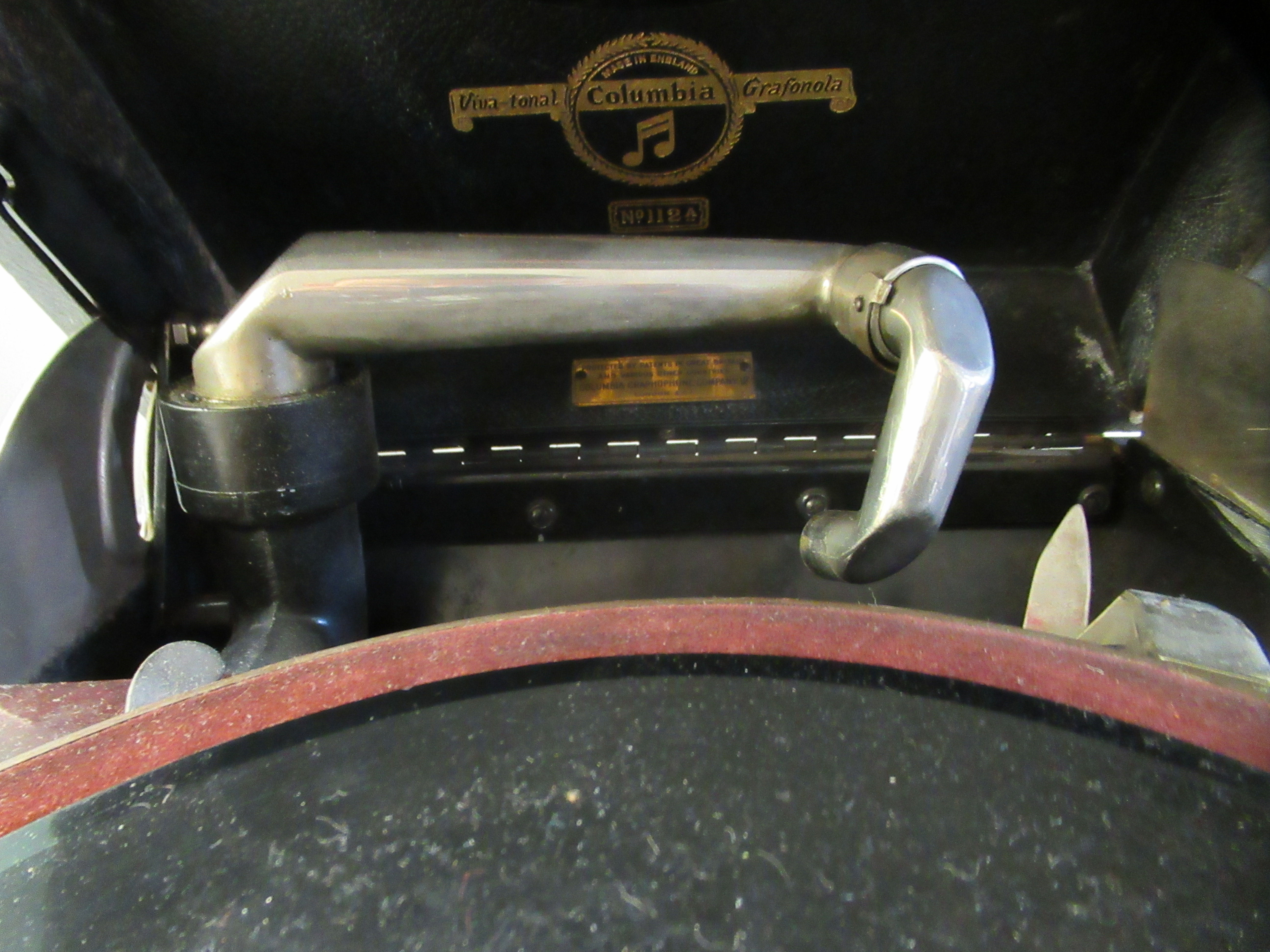A 1930s Columbia portable gramophone with a folding handle, in a black fabric covered case - Image 4 of 5
