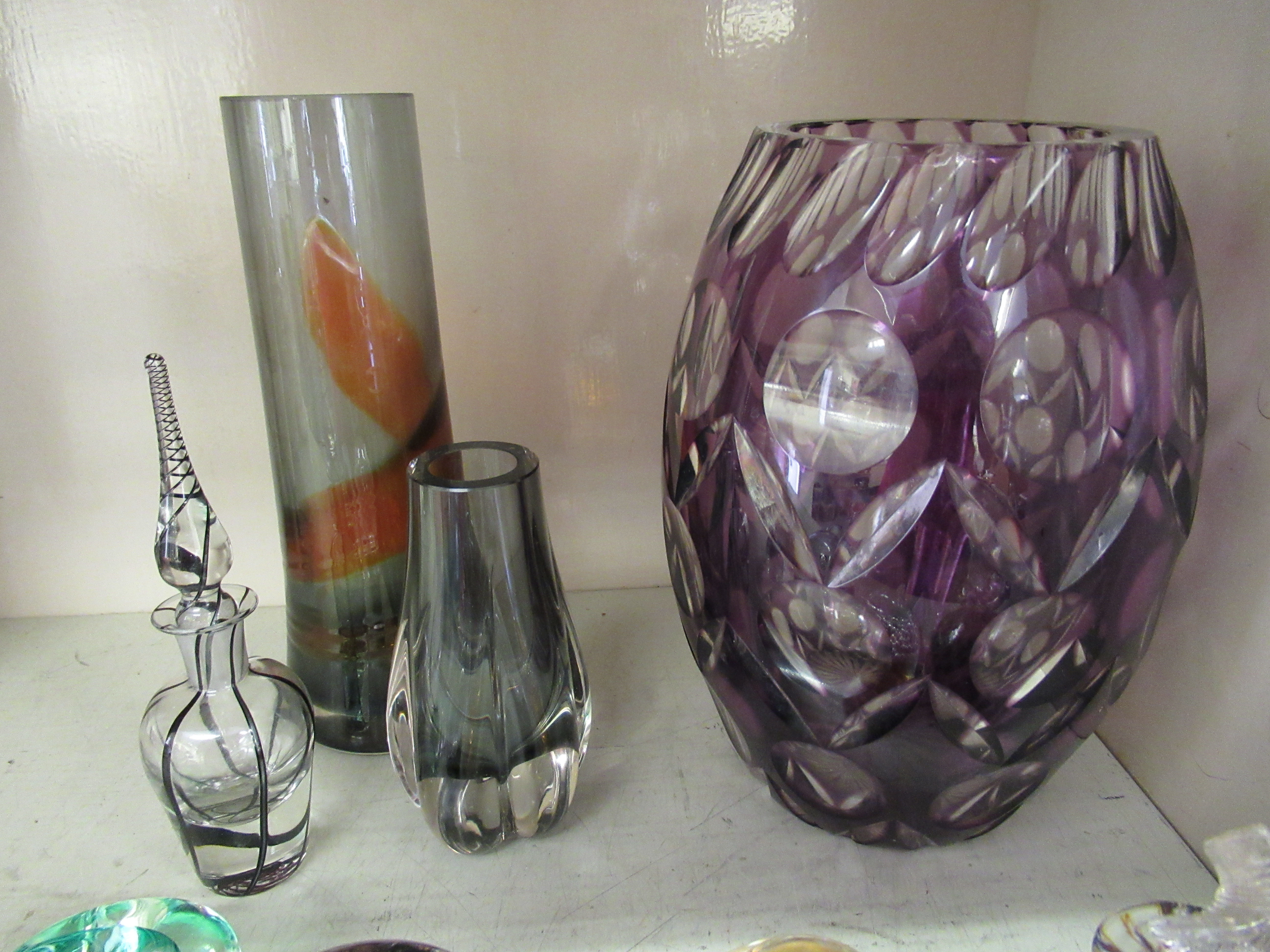 """Decorative glassware: to include a Caithness paperweight 'Free Spirit' 3.5""""dia - Image 5 of 5"""