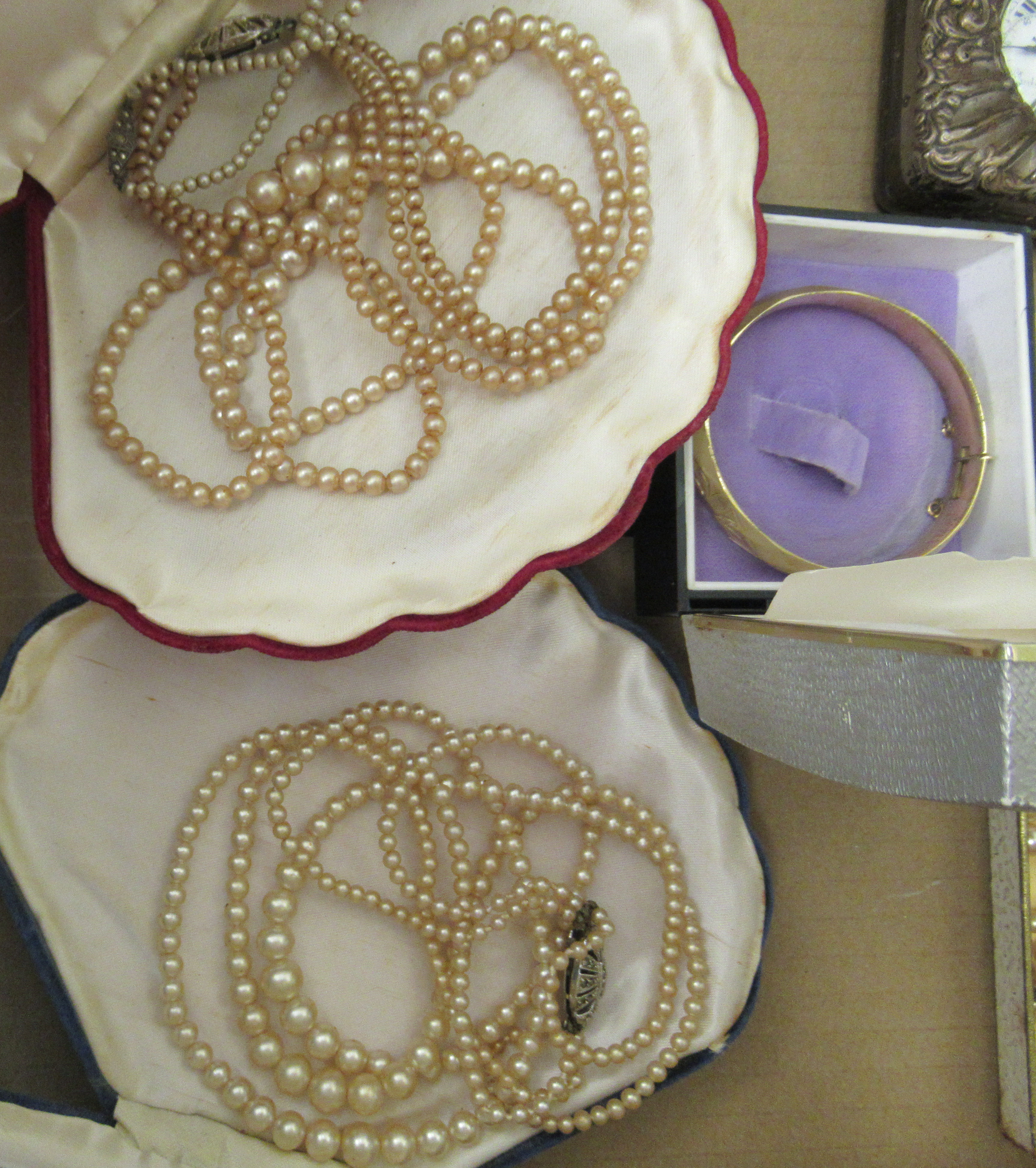 Edwardian and later items of personal ornament: to include pearl necklaces; two 9ct gold rings; - Image 4 of 5